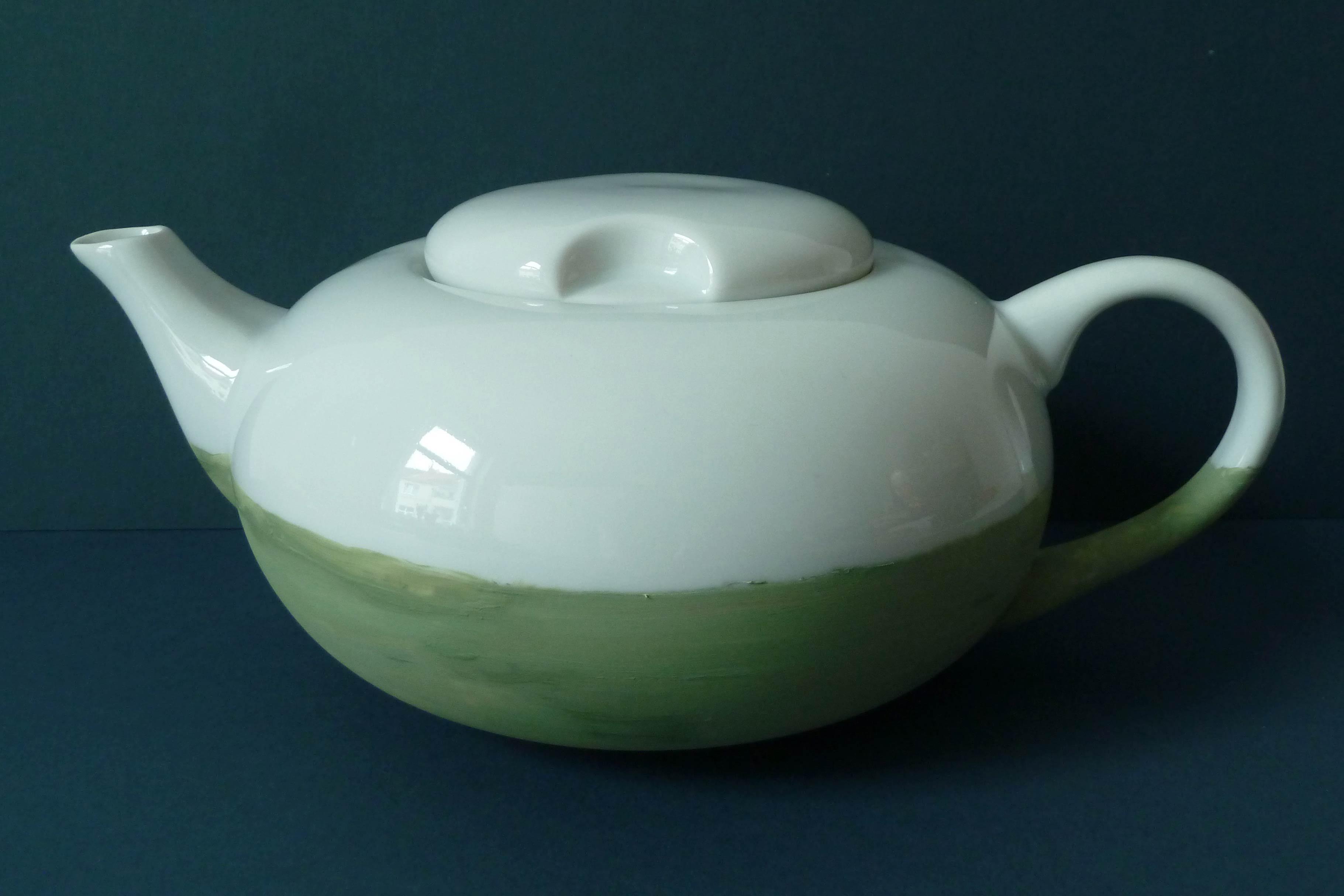 Teekanne weiß-grün nach Sencha Grüntee gestaltet
