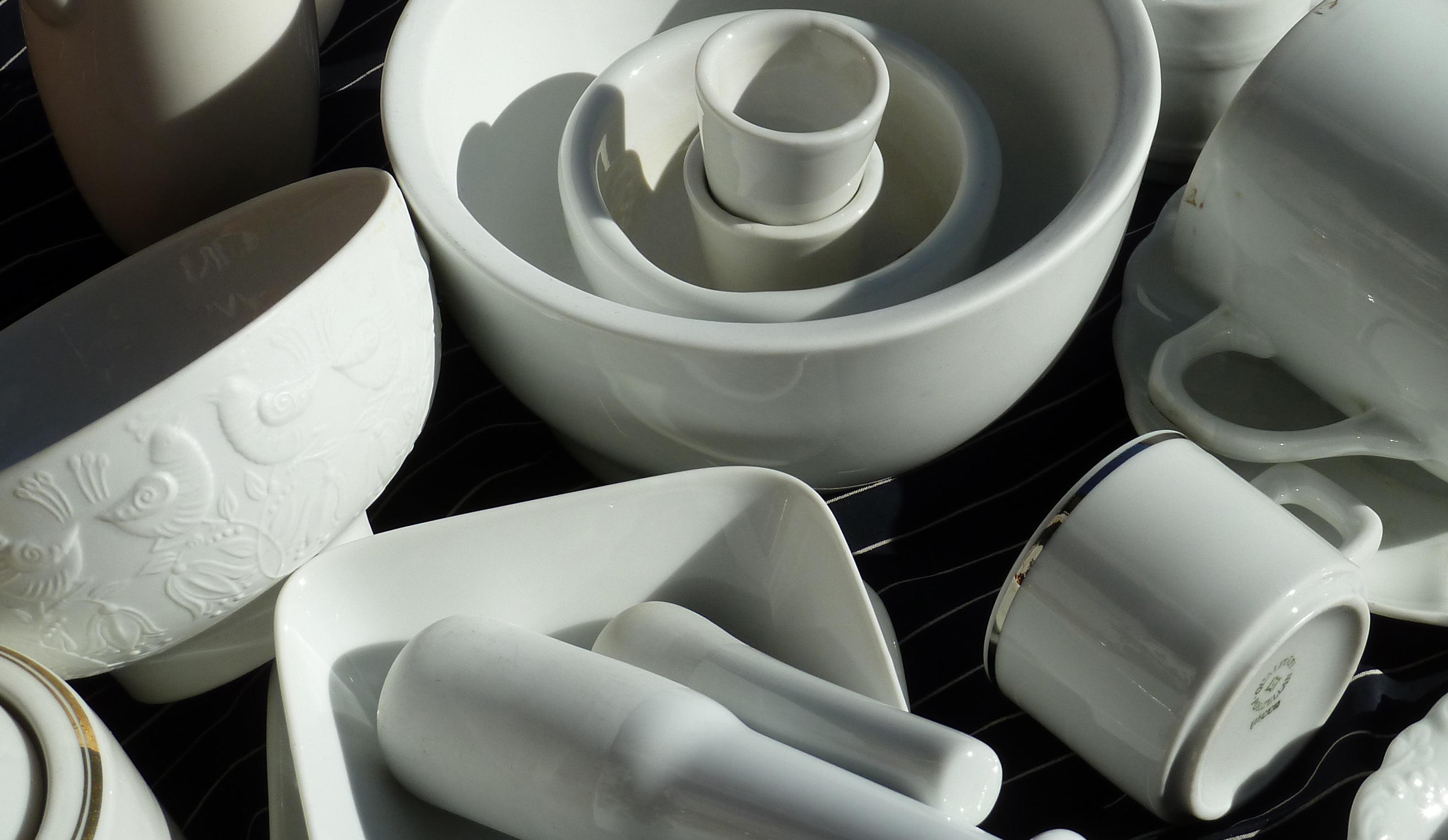 Schalen und Gefäße weißes Porzellan