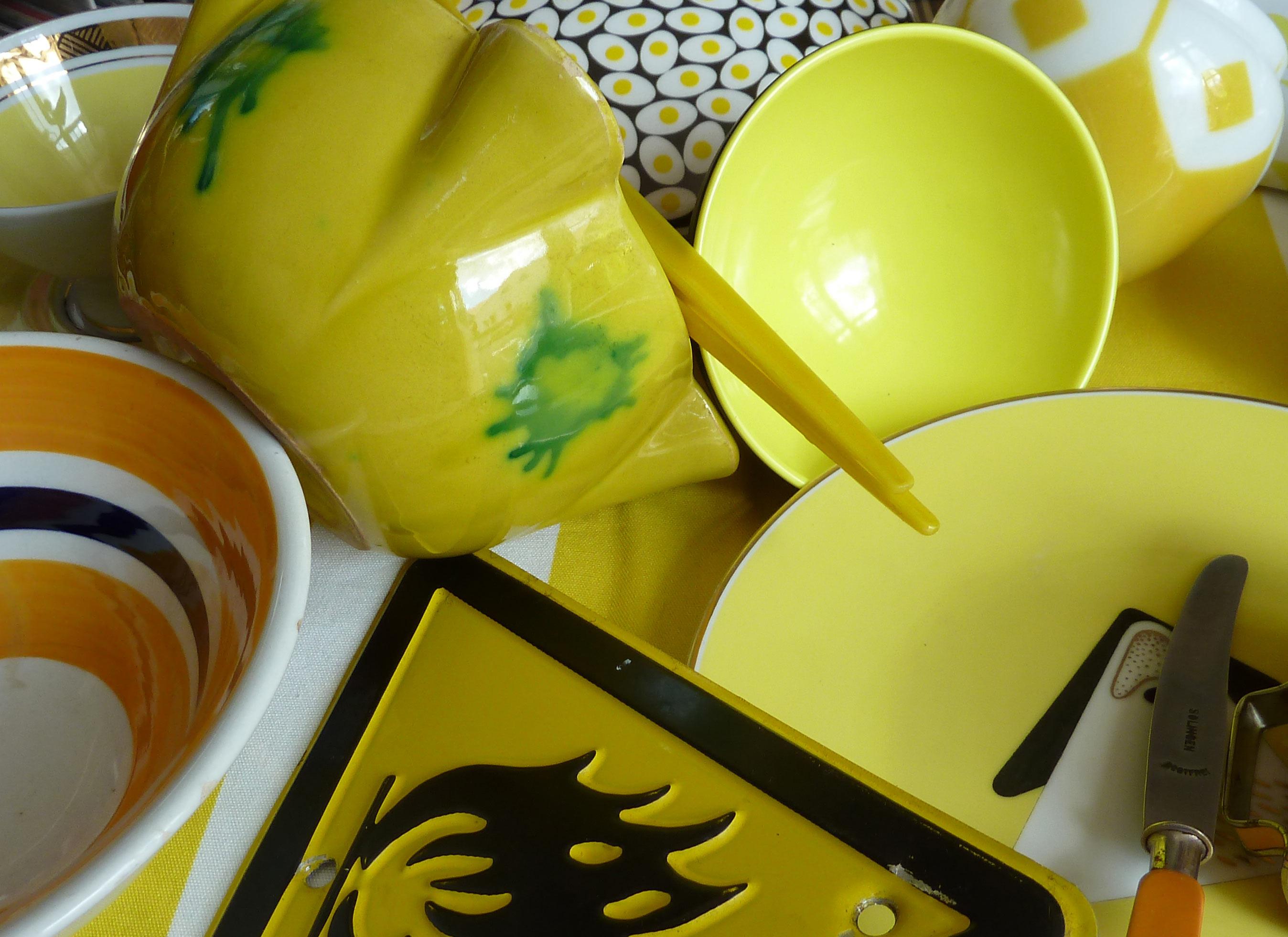 Aioli Schale und andere Objekte gelb