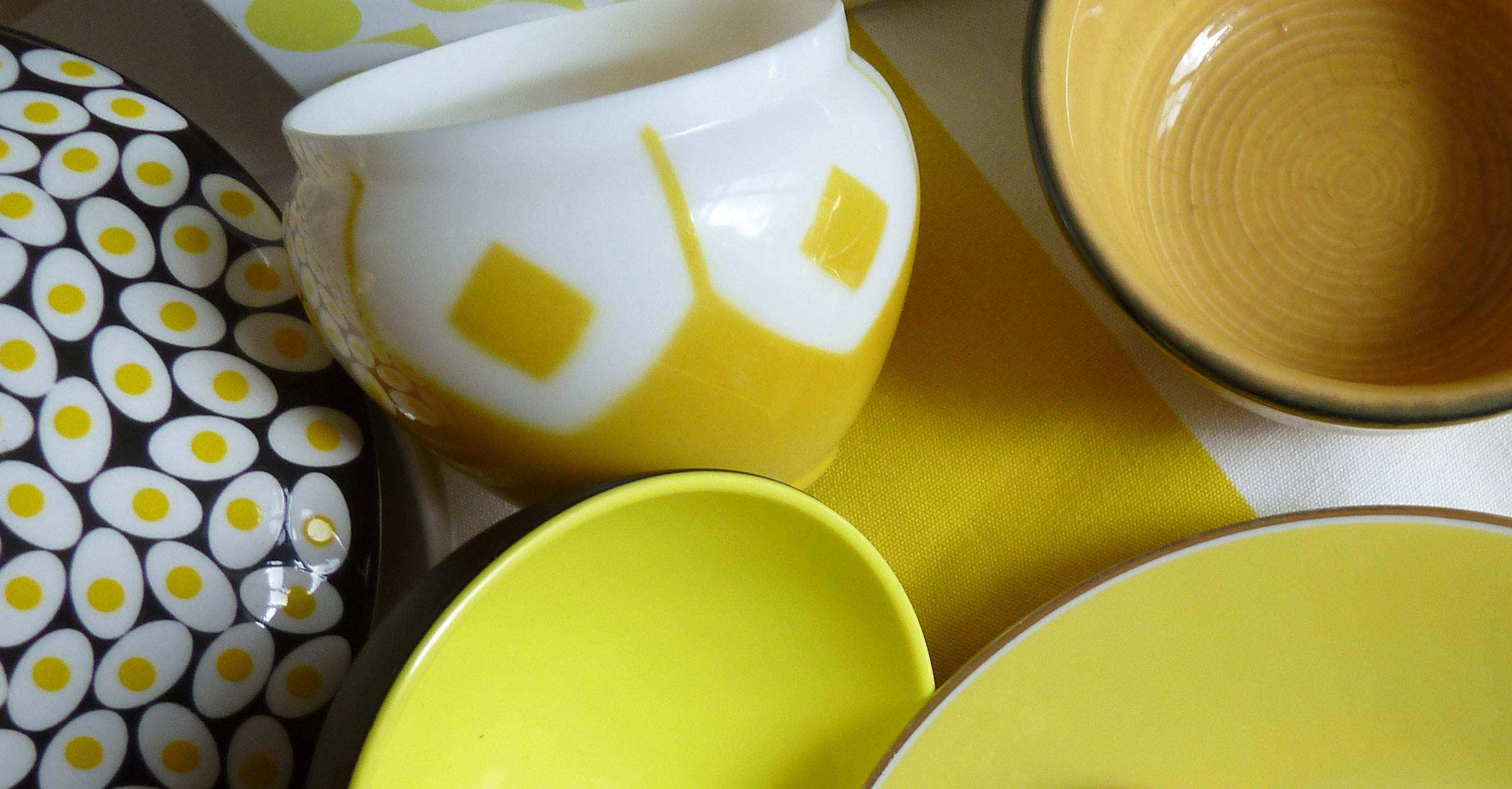 vase aus weißem und gelbem Glas weiß gelb