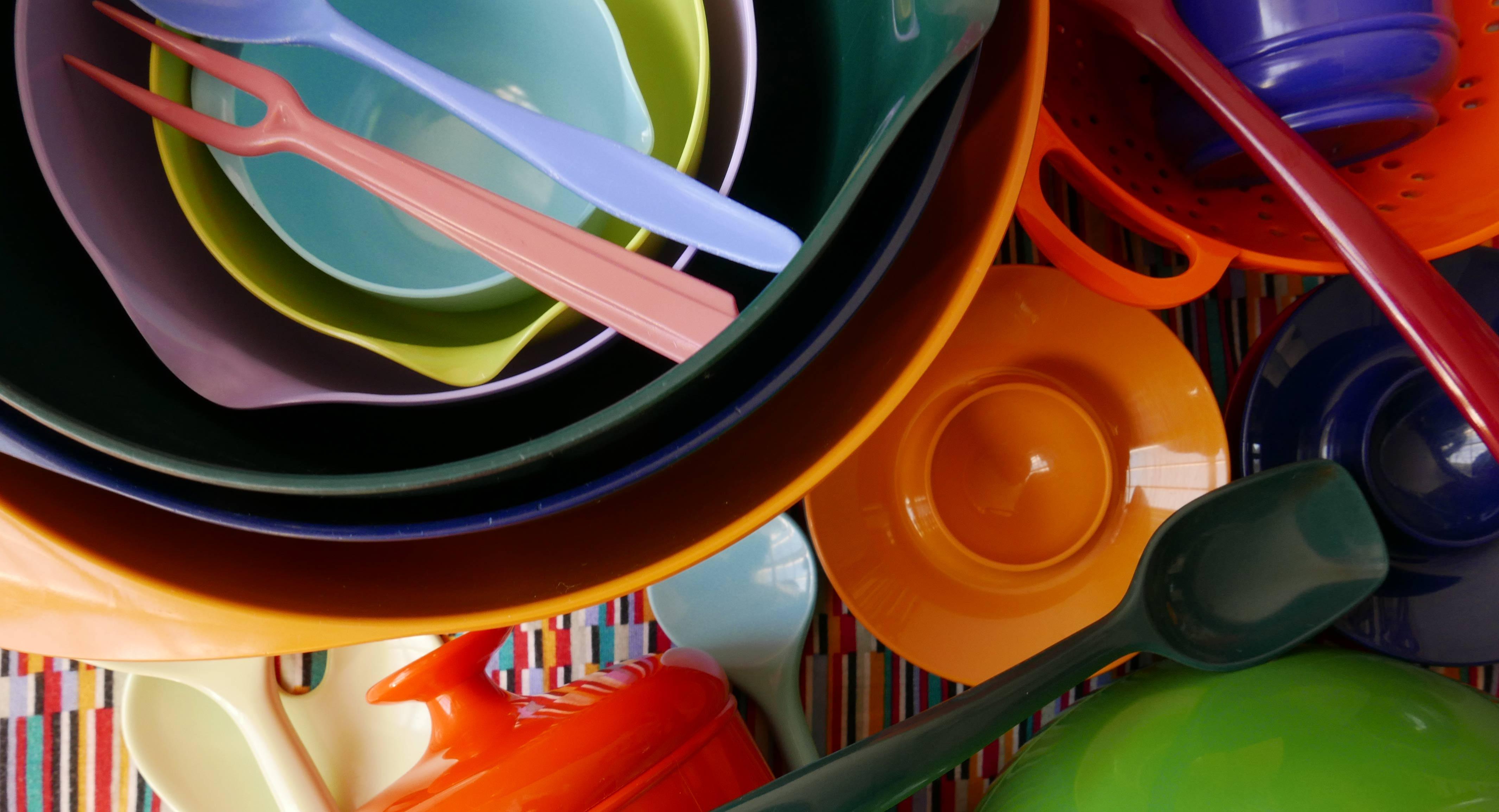 Küchenutensilien aus Plastik Kunststoff Schalen Löffel Eierbecher