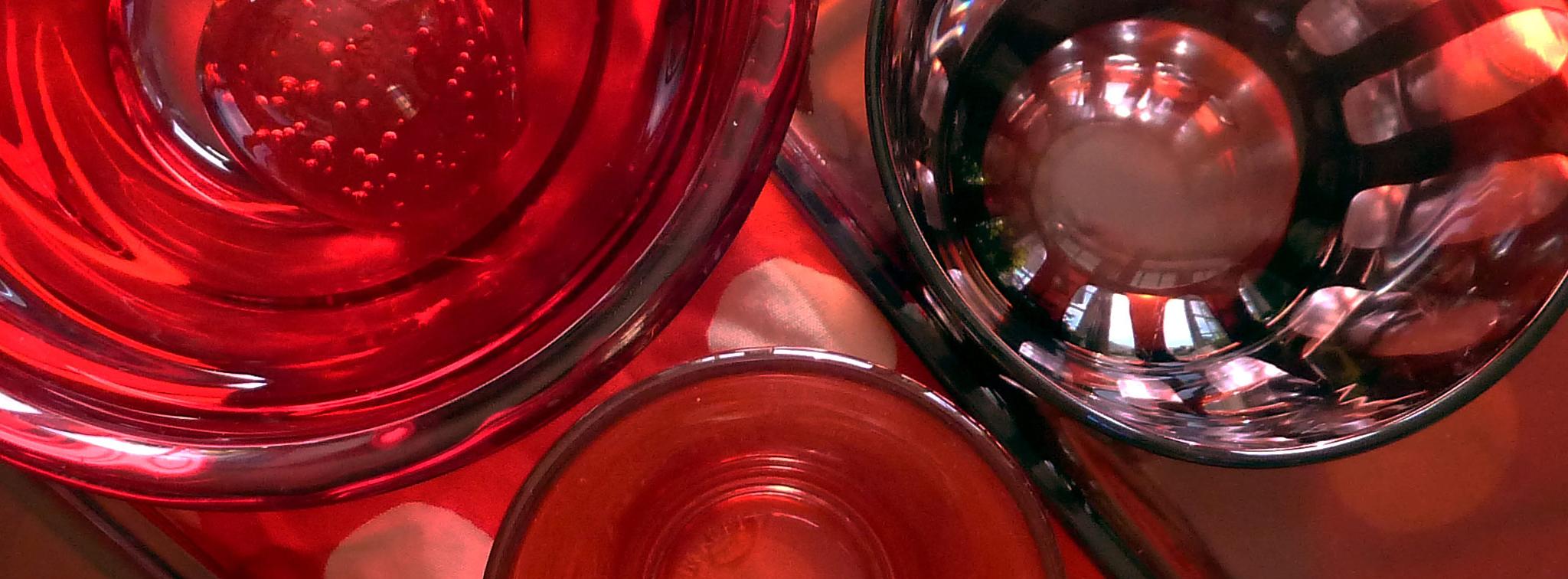 objekte aus rotem glas detail