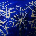 blaue Fläche mit gemalten Wunderkerzen