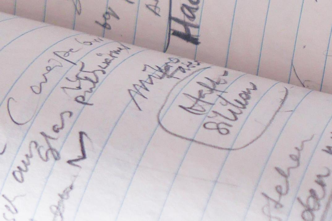 Notizen im Heft in Bleistift, sound of a pencil