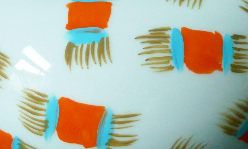 fliegender teppich muster auf porzellan