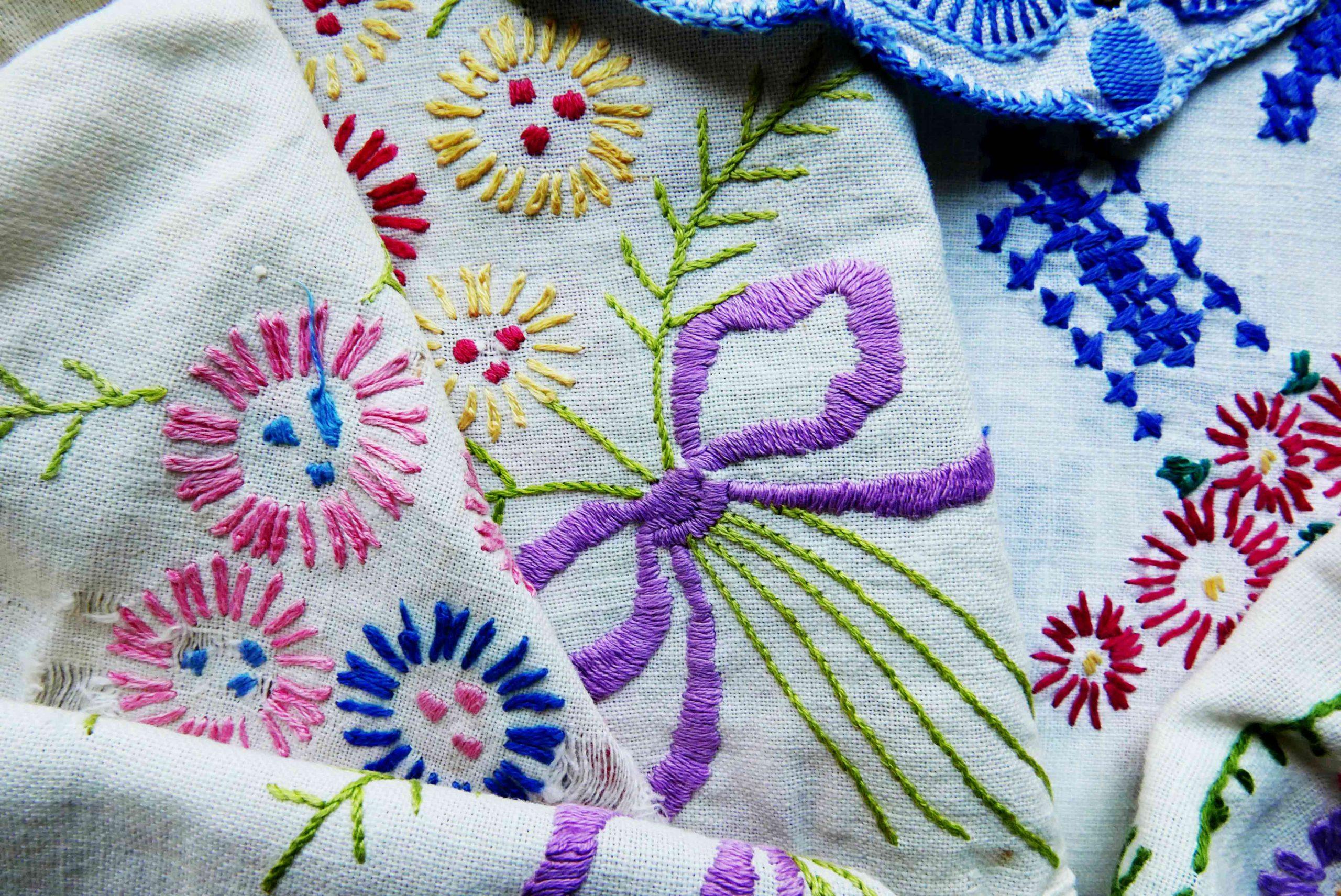 Fluch oder Chance geduldige Stickerei Blumenmit Schleife