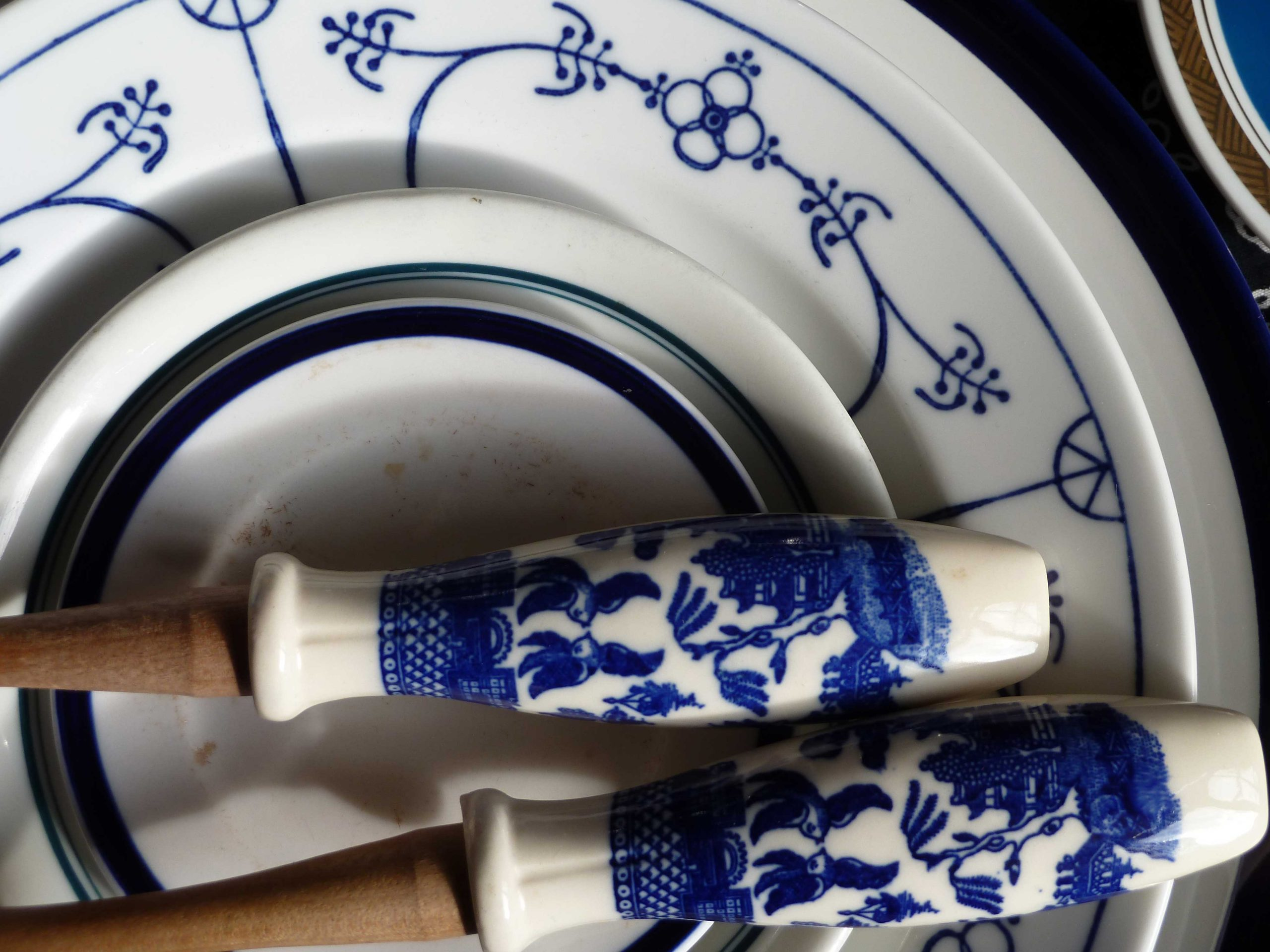 Muster und Ornamente marineblau Porzellan