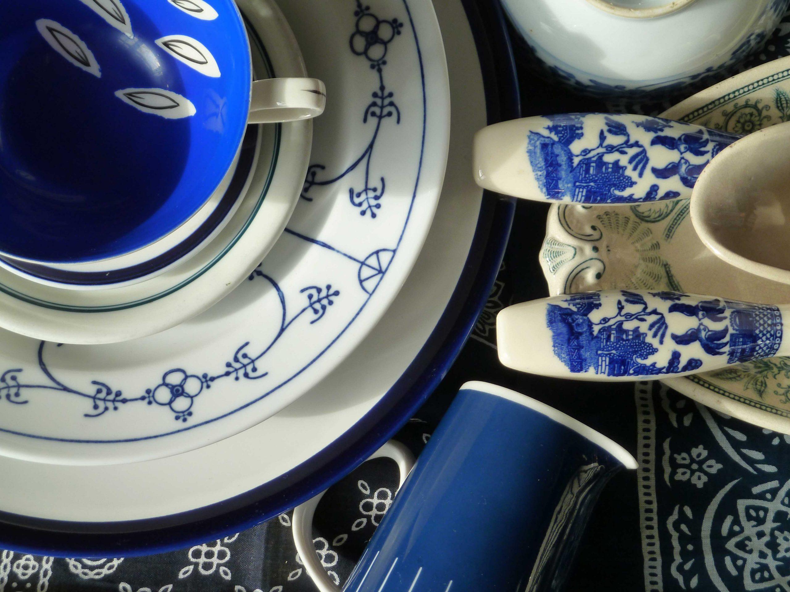 Porzellan und Salatbesteck marineblau Entschleunigung