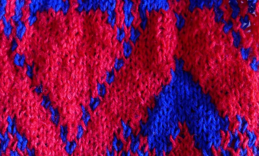 textil text wolle muster rot-blau gestrickt