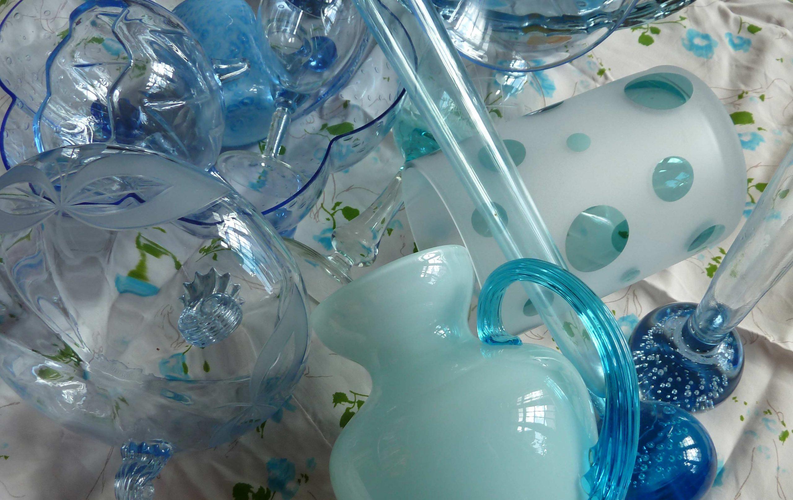 blaues Glas an einem schönen Tag Opalinglasvase