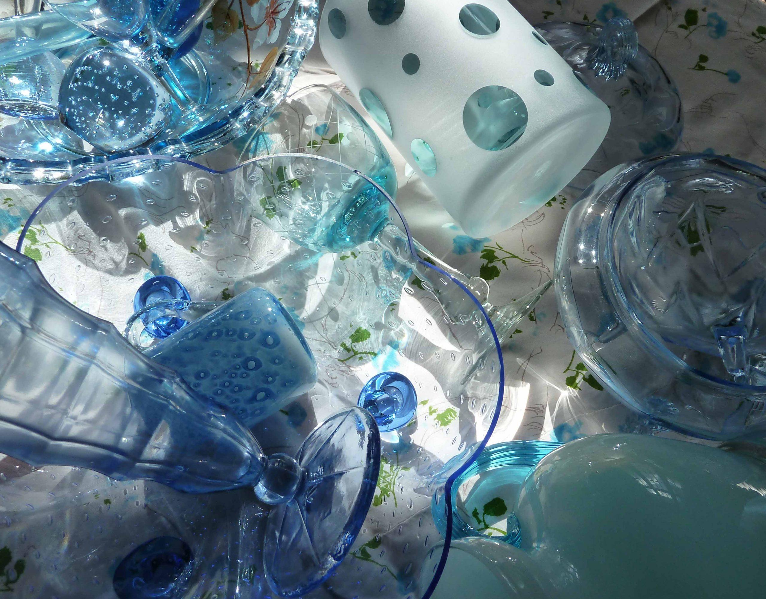 Blaues Glas an einem schöbnen Tach