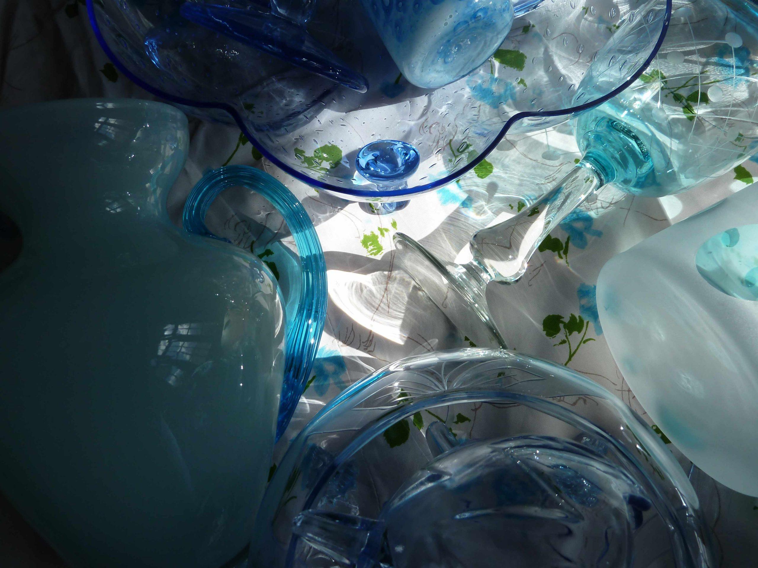 schönen Tach noch blaues Glas Licht Schattenspiel