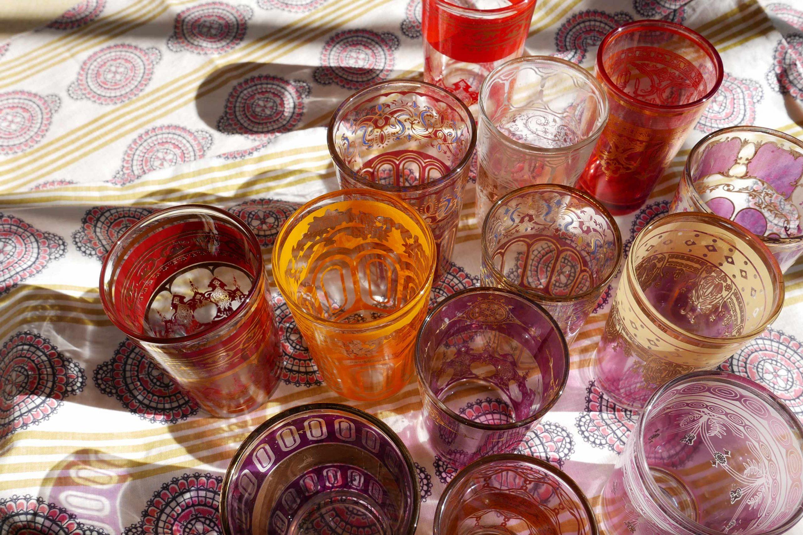 orientalische Teegläser Muster im Licht und Schatten