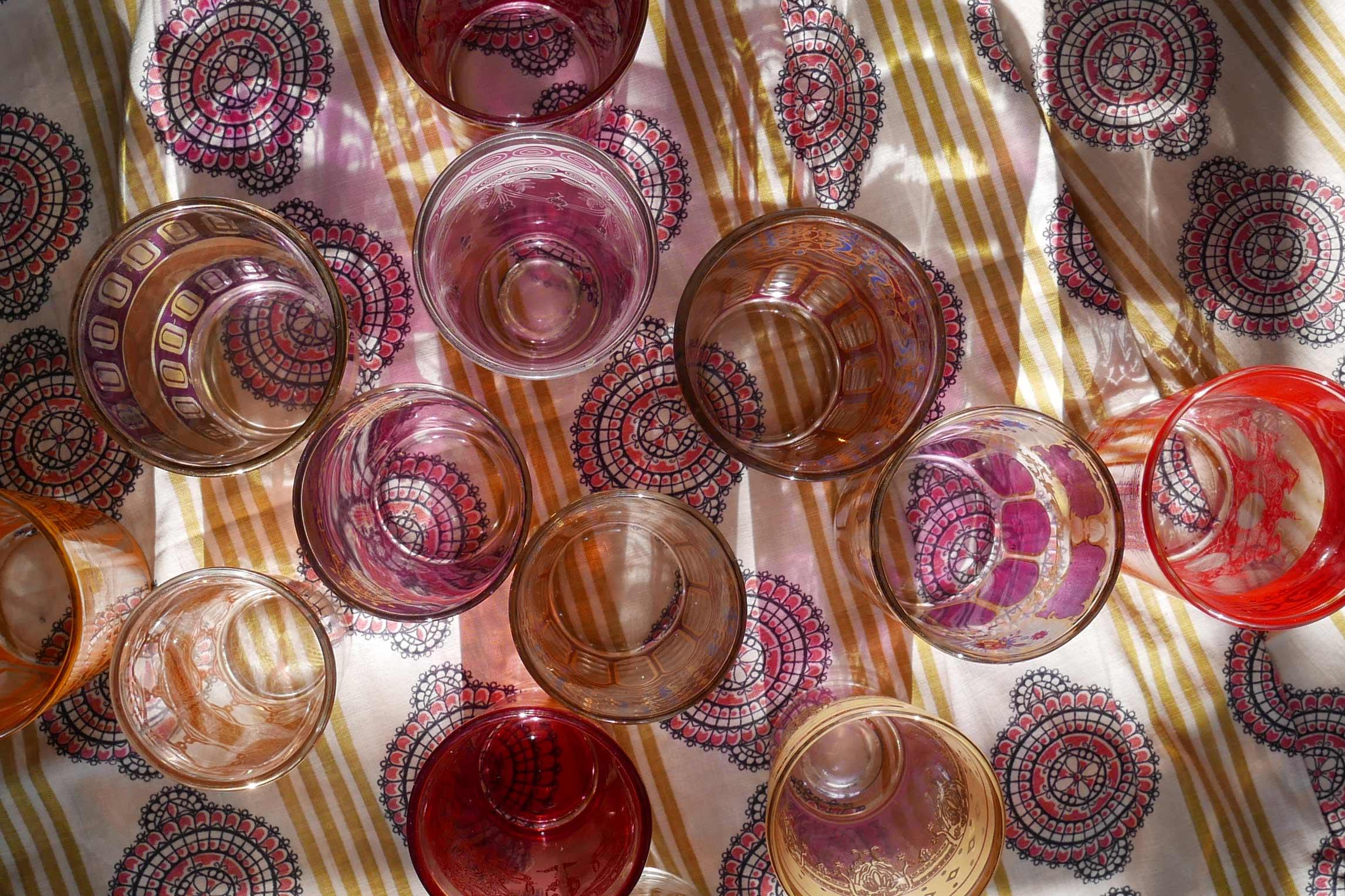 teegläser orientalisch Ansicht von oben  Schatten und Muster