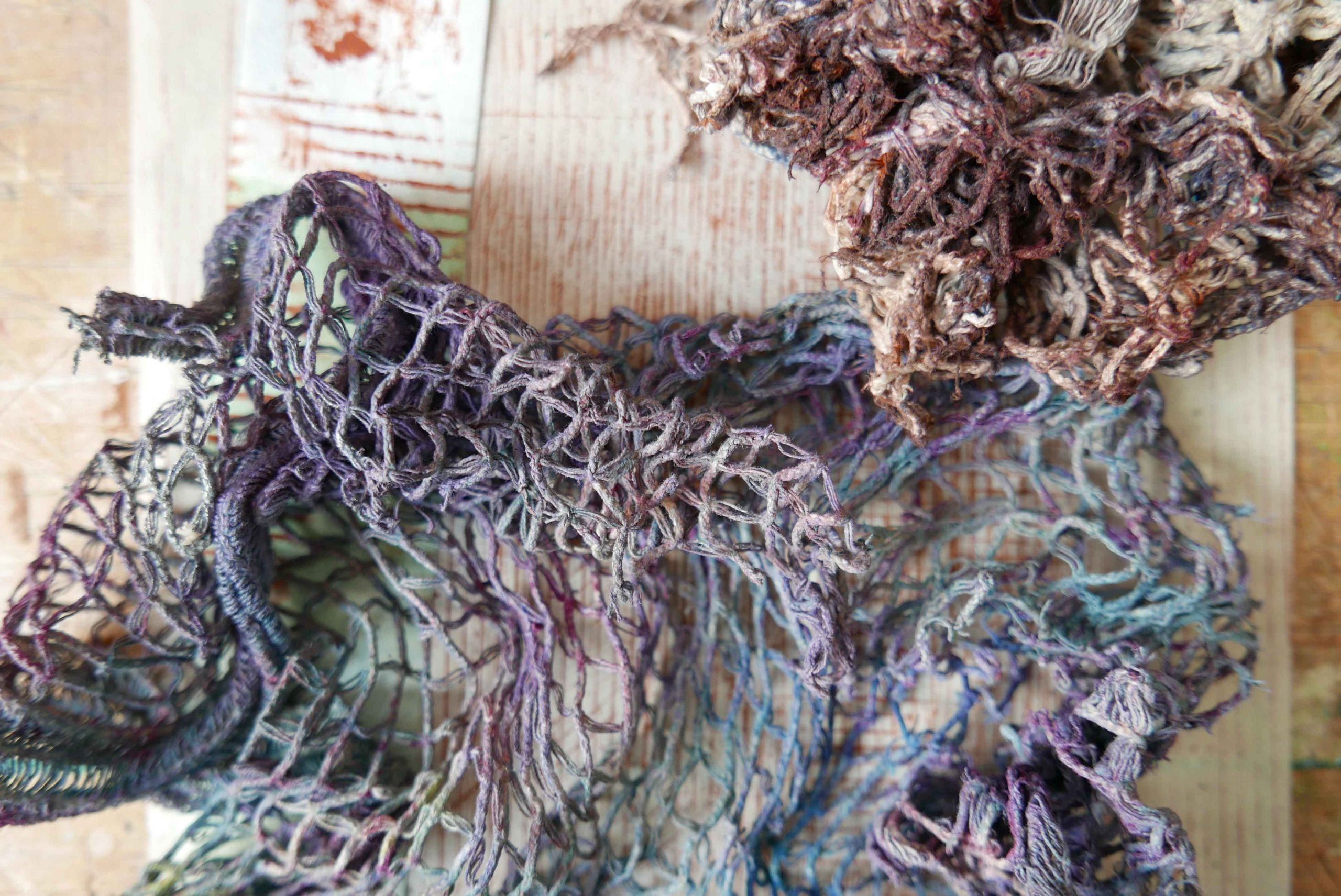 Textilgedanken Mallappen Gardine mit Farben befleckt