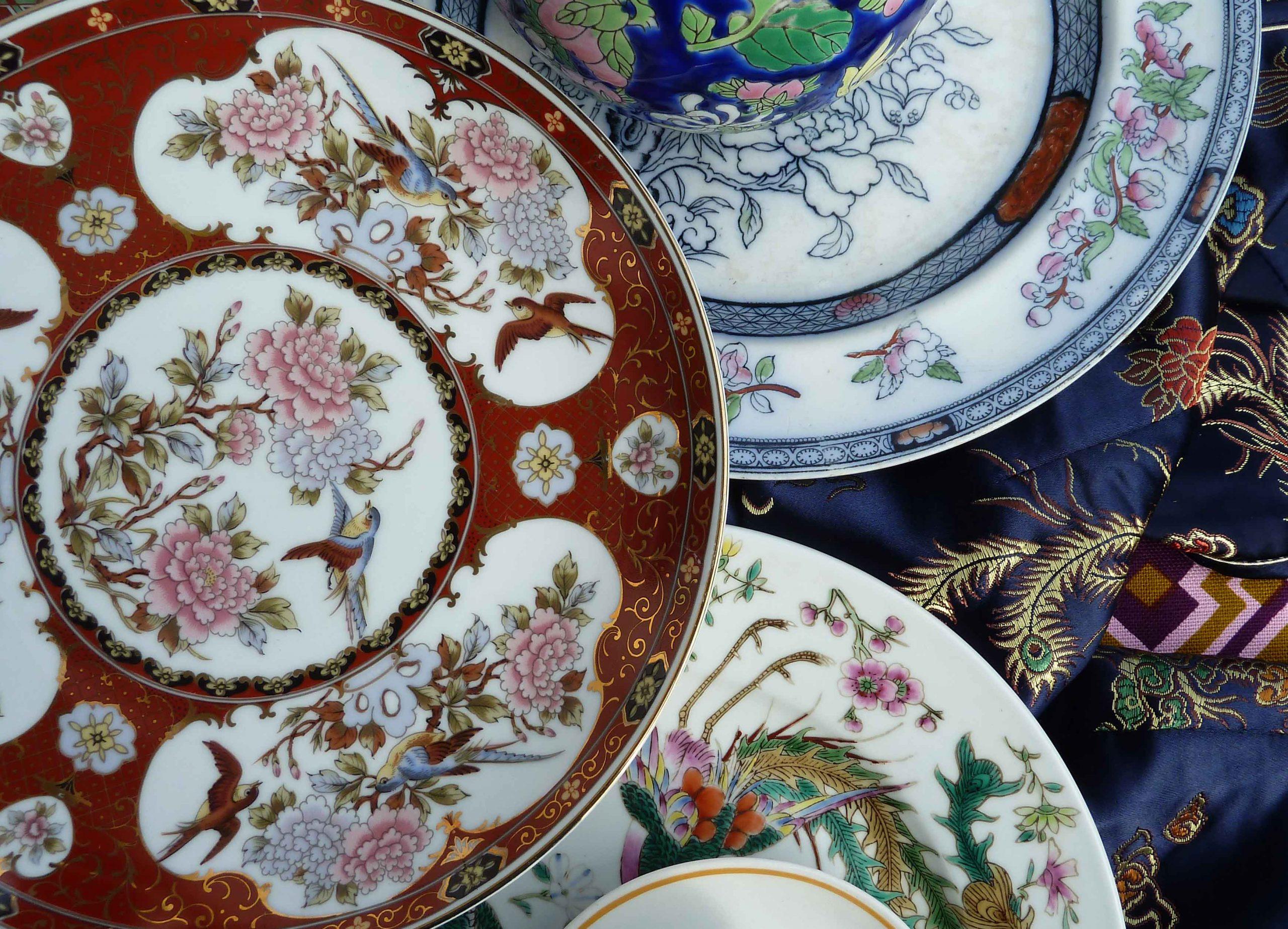 Fernost Mix Muster auf Porzellantellern