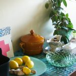 Küchenphilosophie Detail Küchenbuffet Mosaik und Pressglassschale