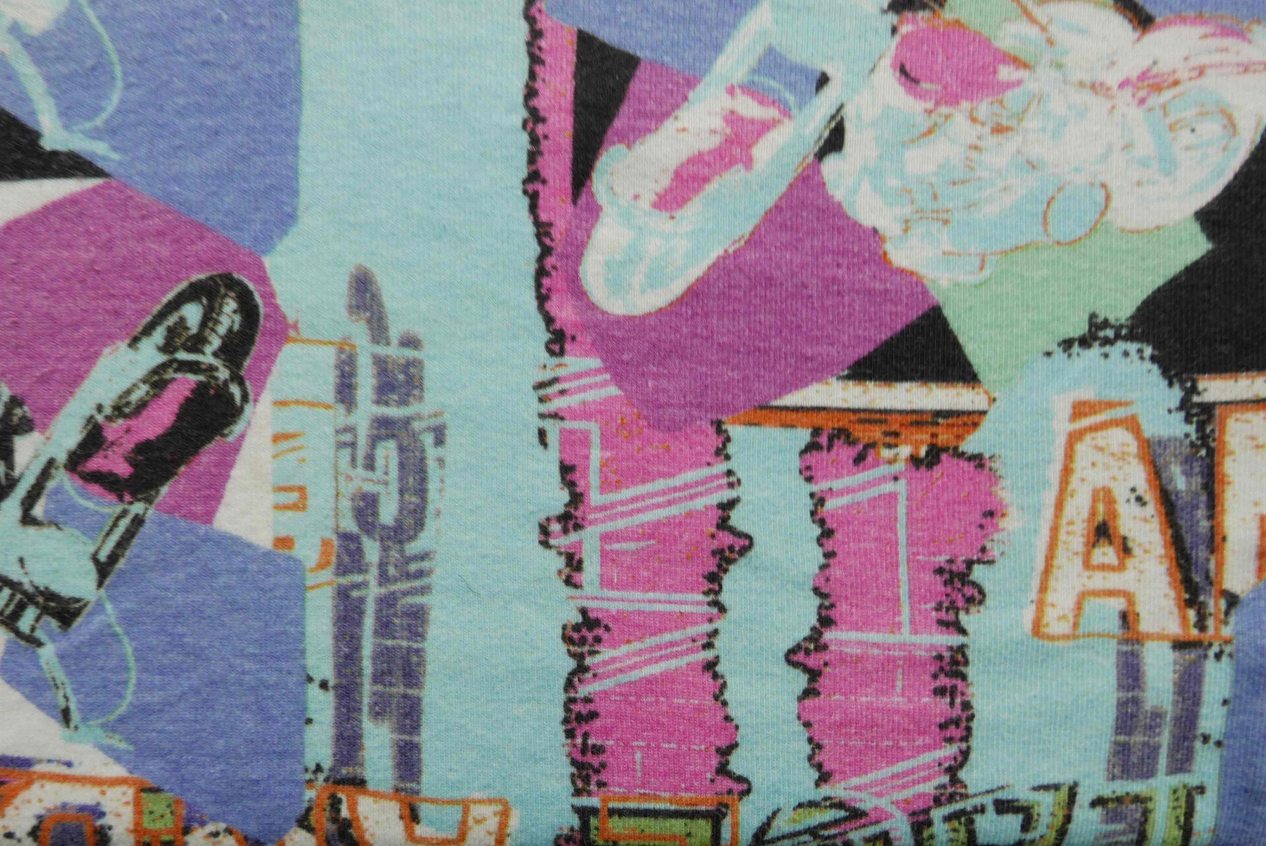 Muster auf einem Kleid, pink und blau