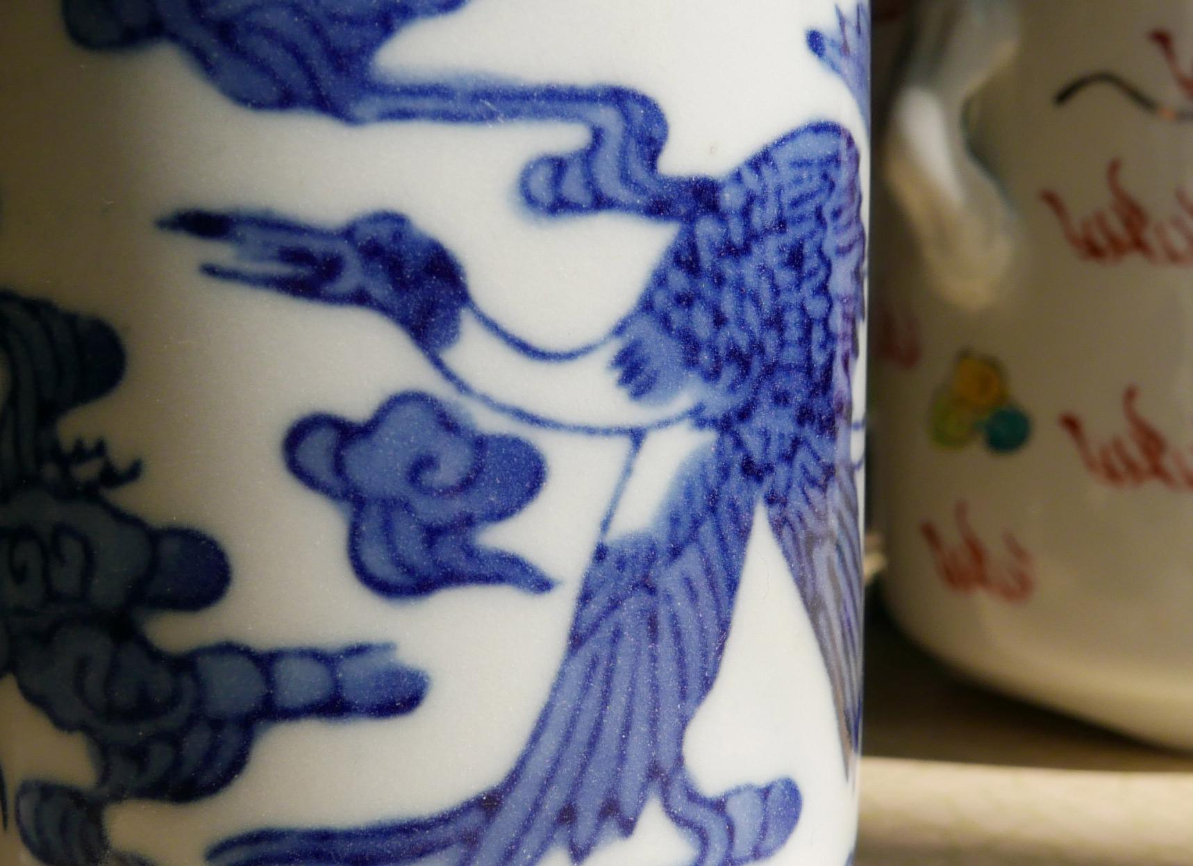 Asiatische Gefäße aus Porzellan mit Kranich Dekor