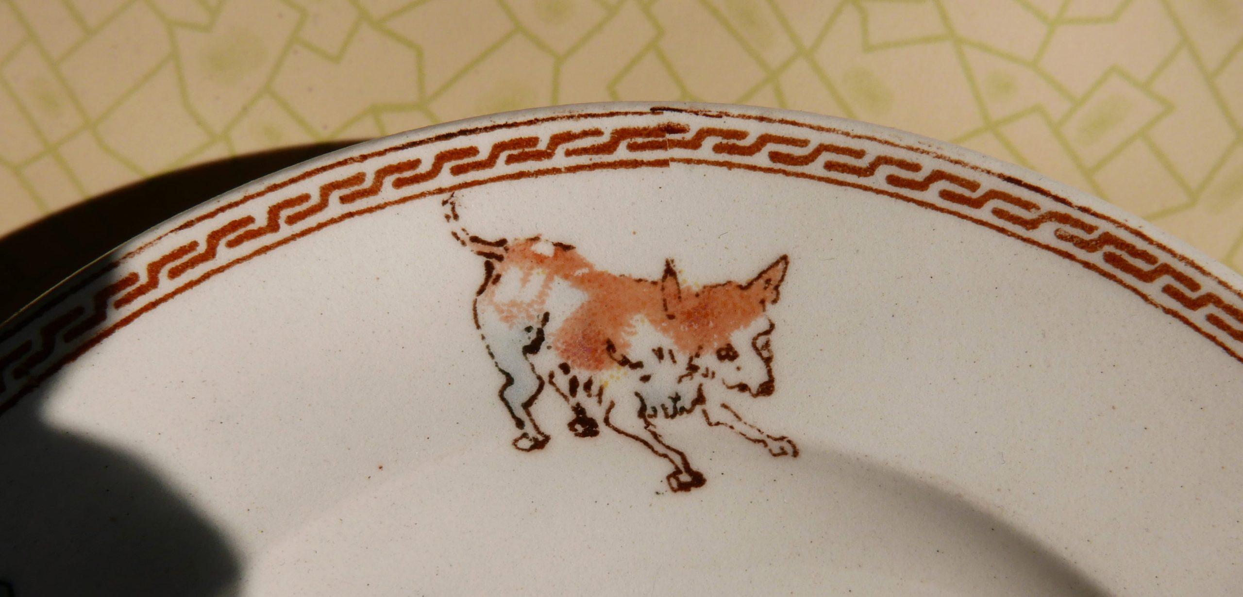 Abbildung von einem Fuchs auf altem Kinderteller