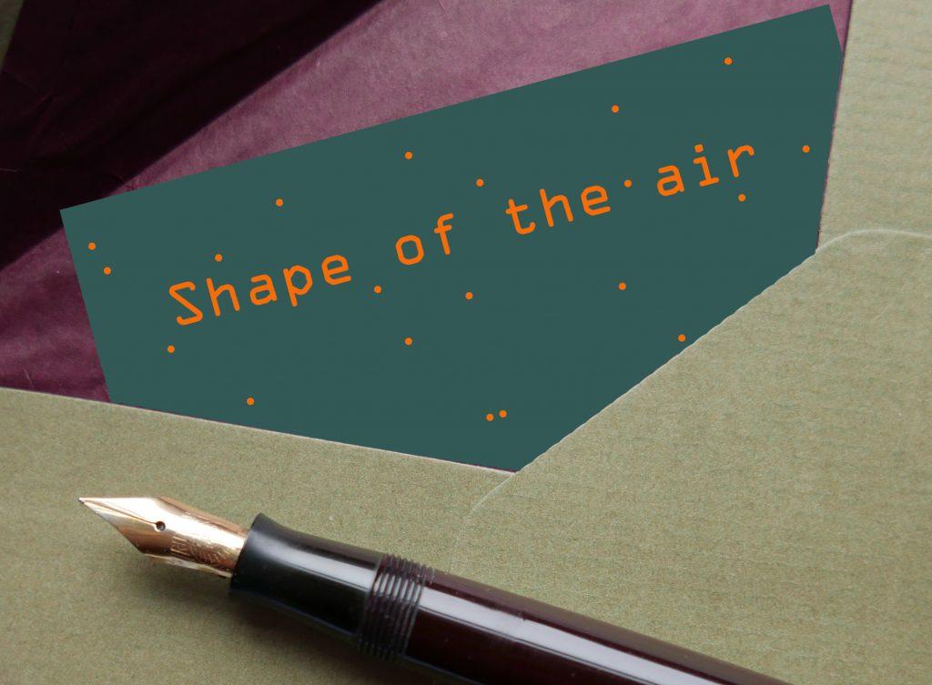 Ein Umschlag und ein Füller, Shape of the air Schrift