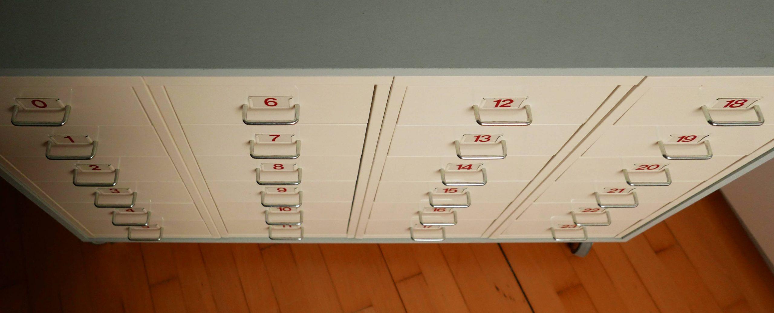 Apothekerschrank Ikea-Hack von oben gesehen