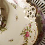 Durchbruch Porzellan mit Löchern Teller gestapelt