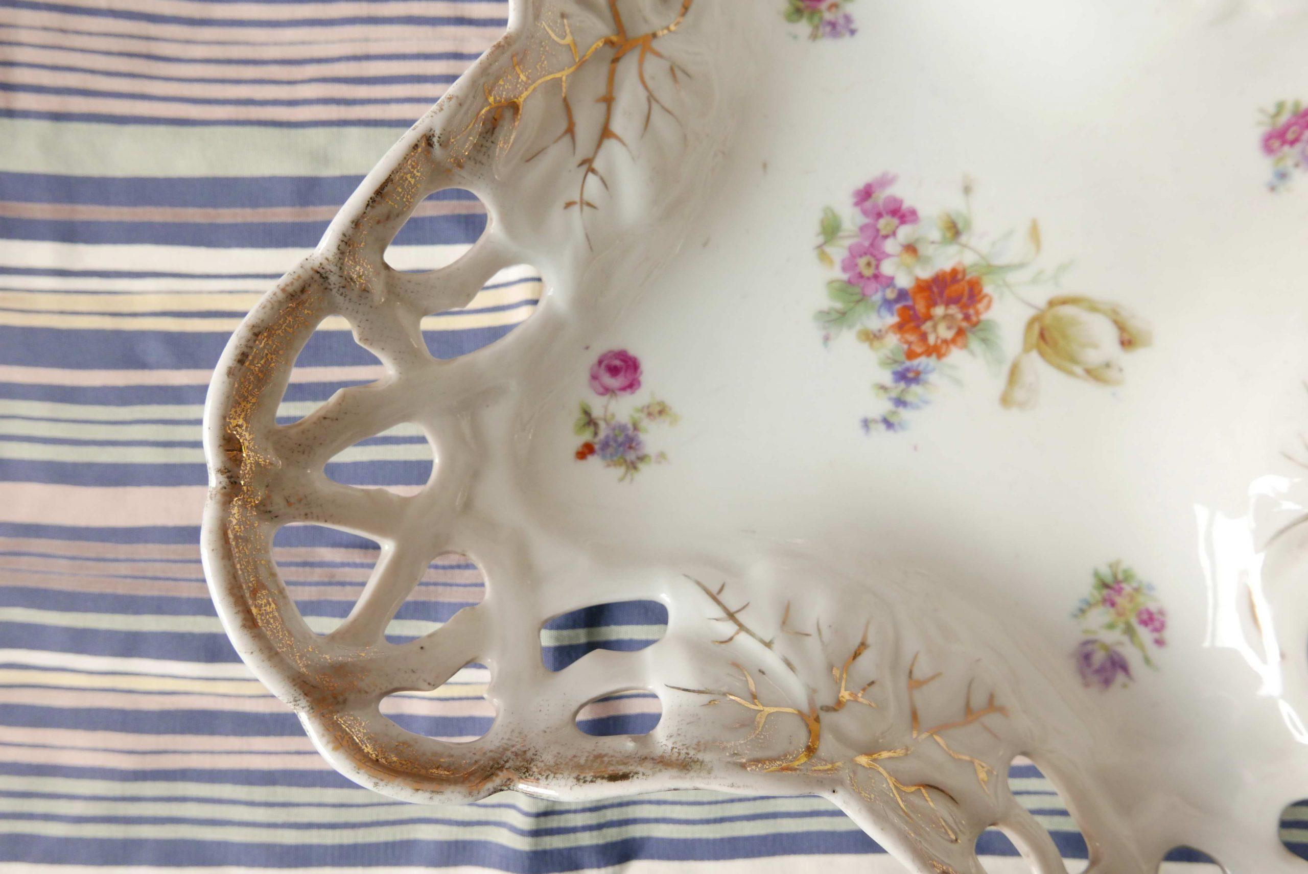 Detail der Obstschale in Durchbruch Porzellan