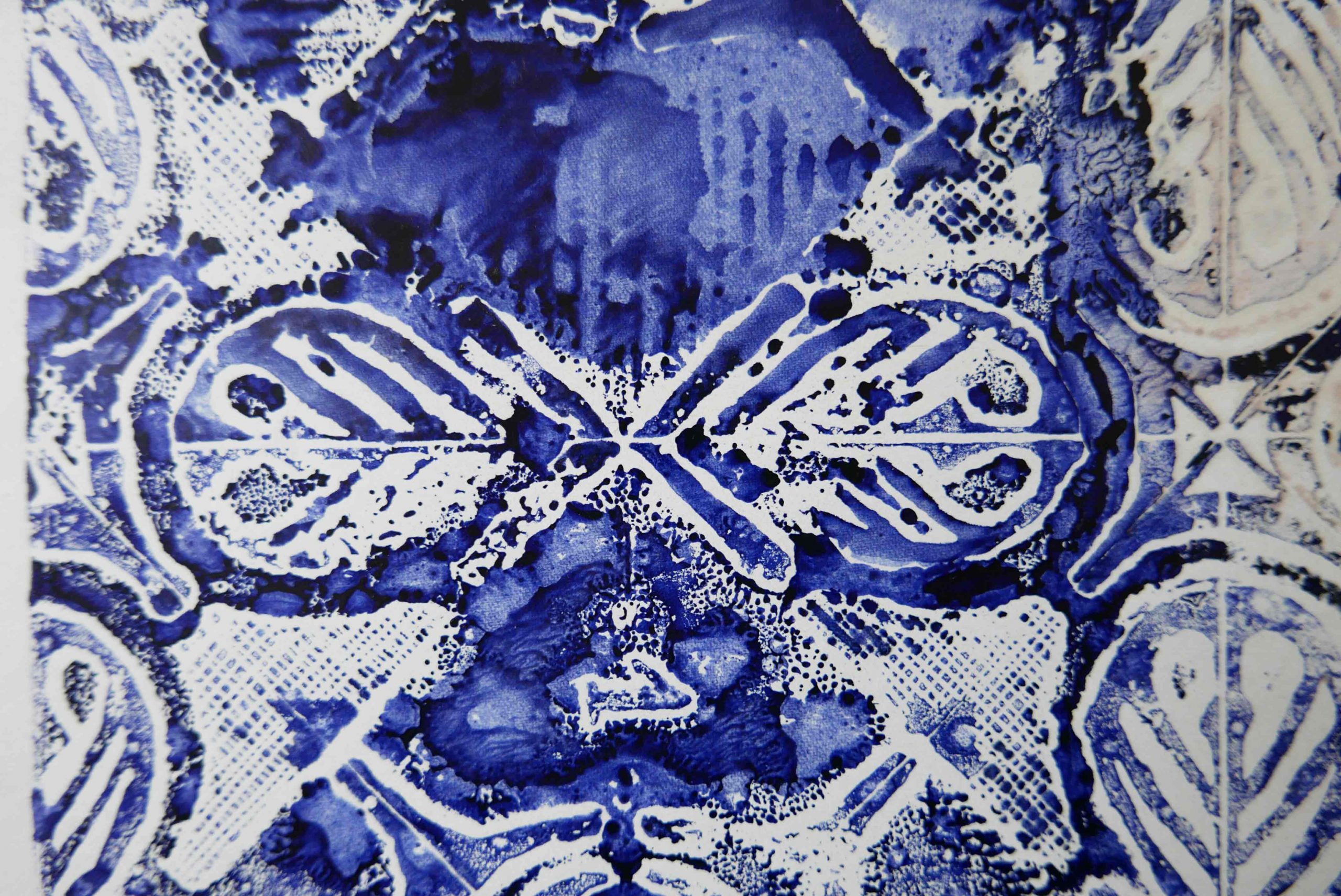 Tinte blau auf Papier Ornamentik