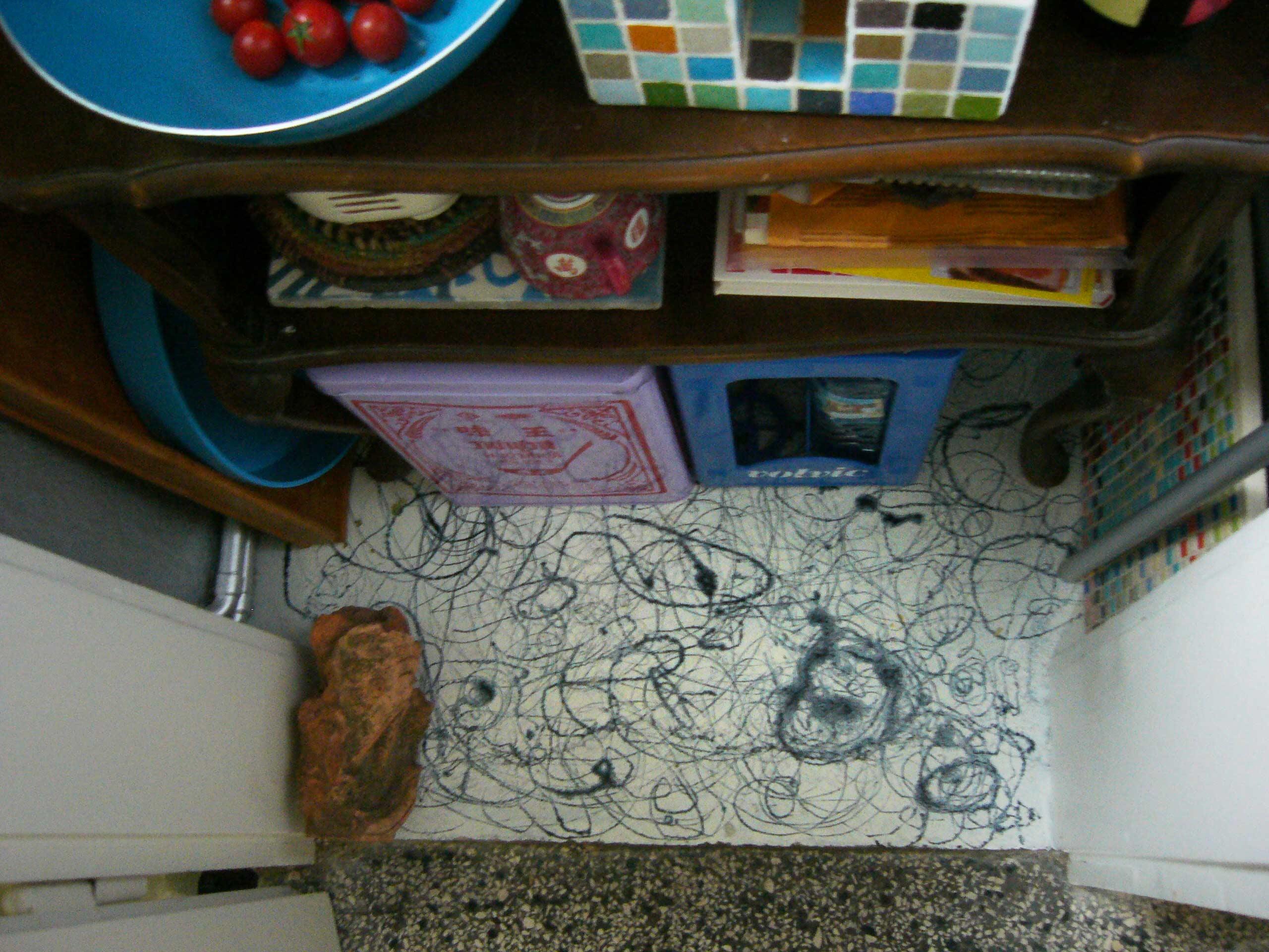 Boden einer Speisekammer mit Lackgestaltung und Terrazzo