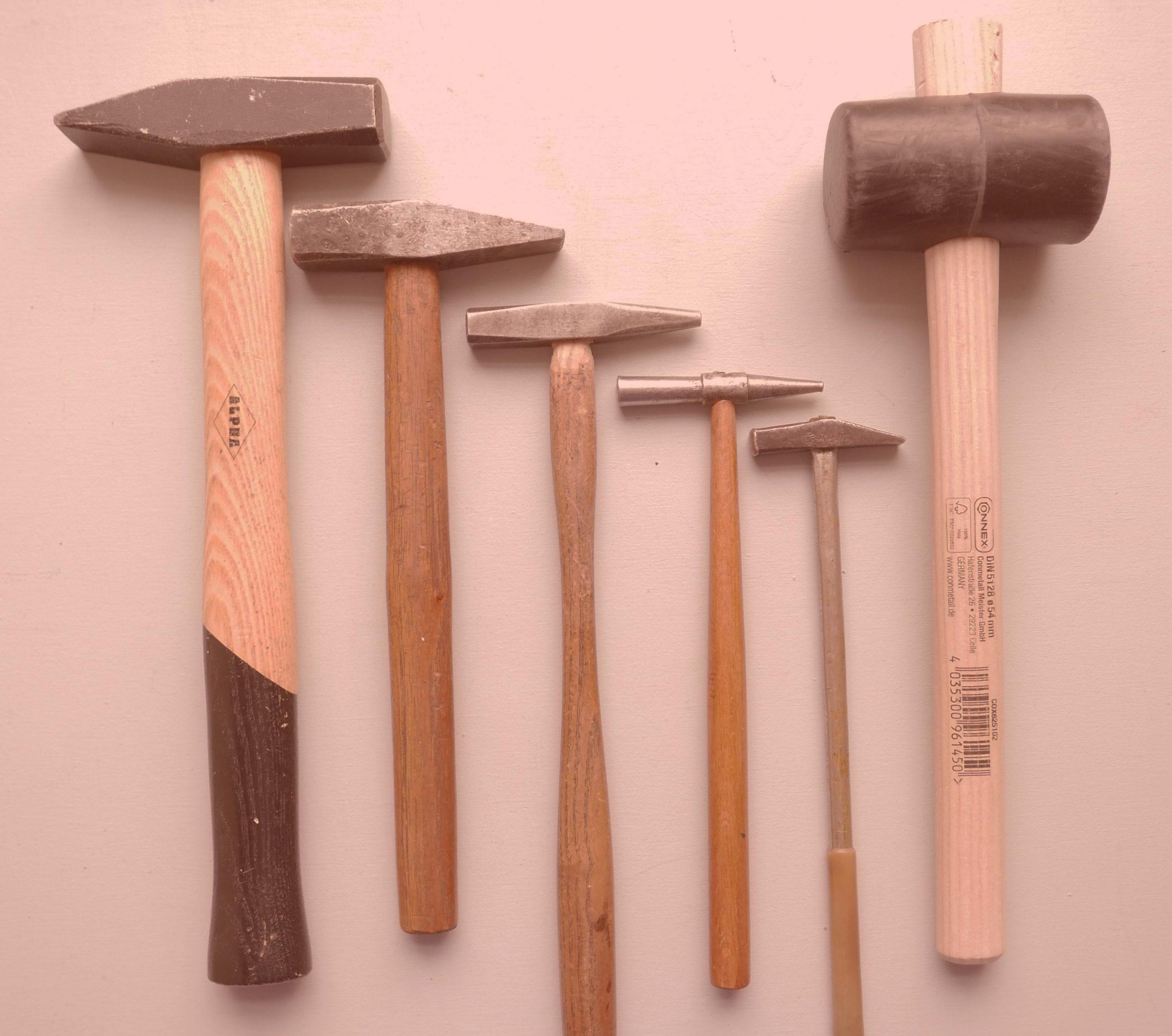 Umbauen, renovieren, Werkzeug, Hammer groß und klein