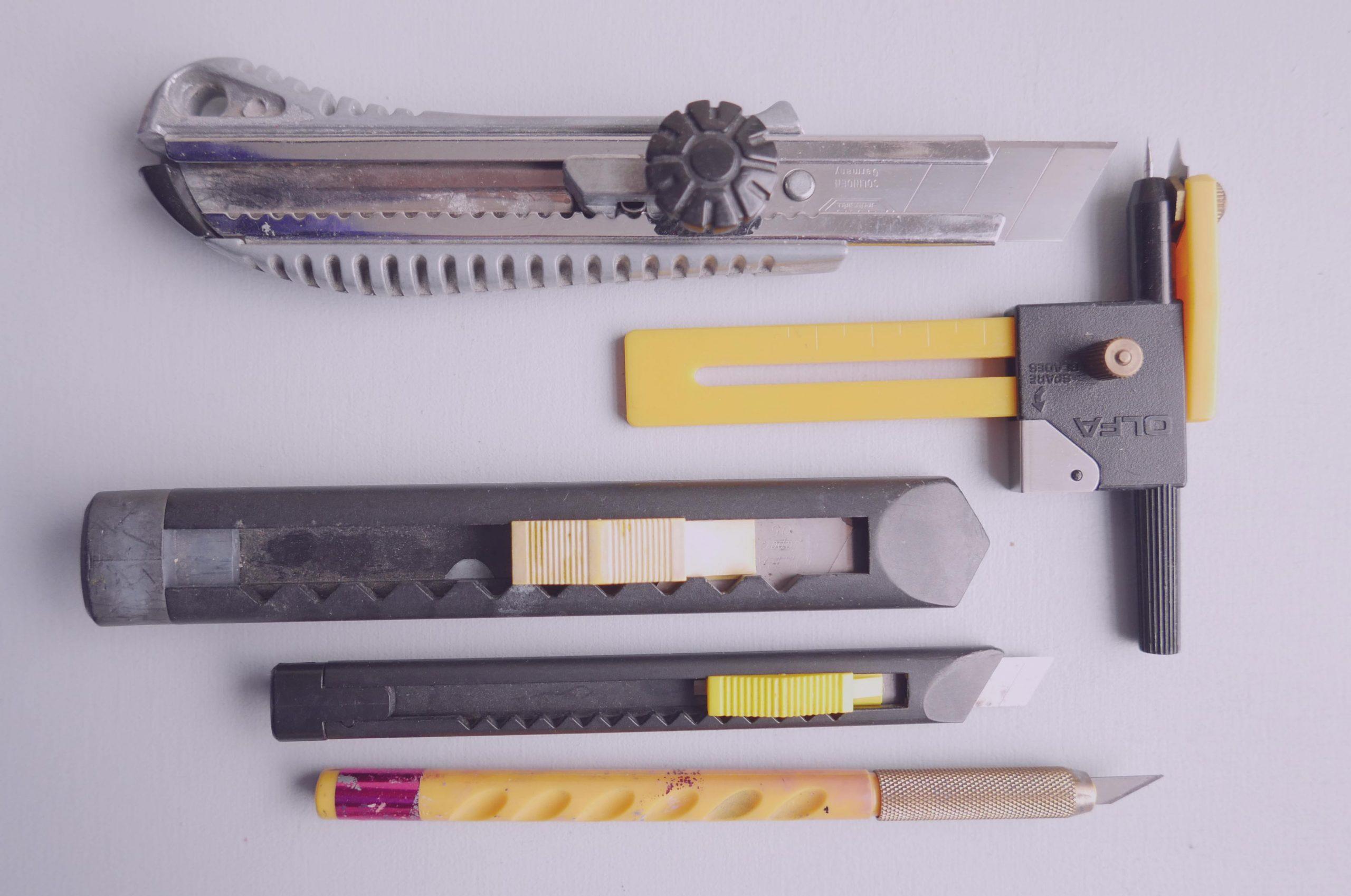 Verschiedene Cutter und Messer