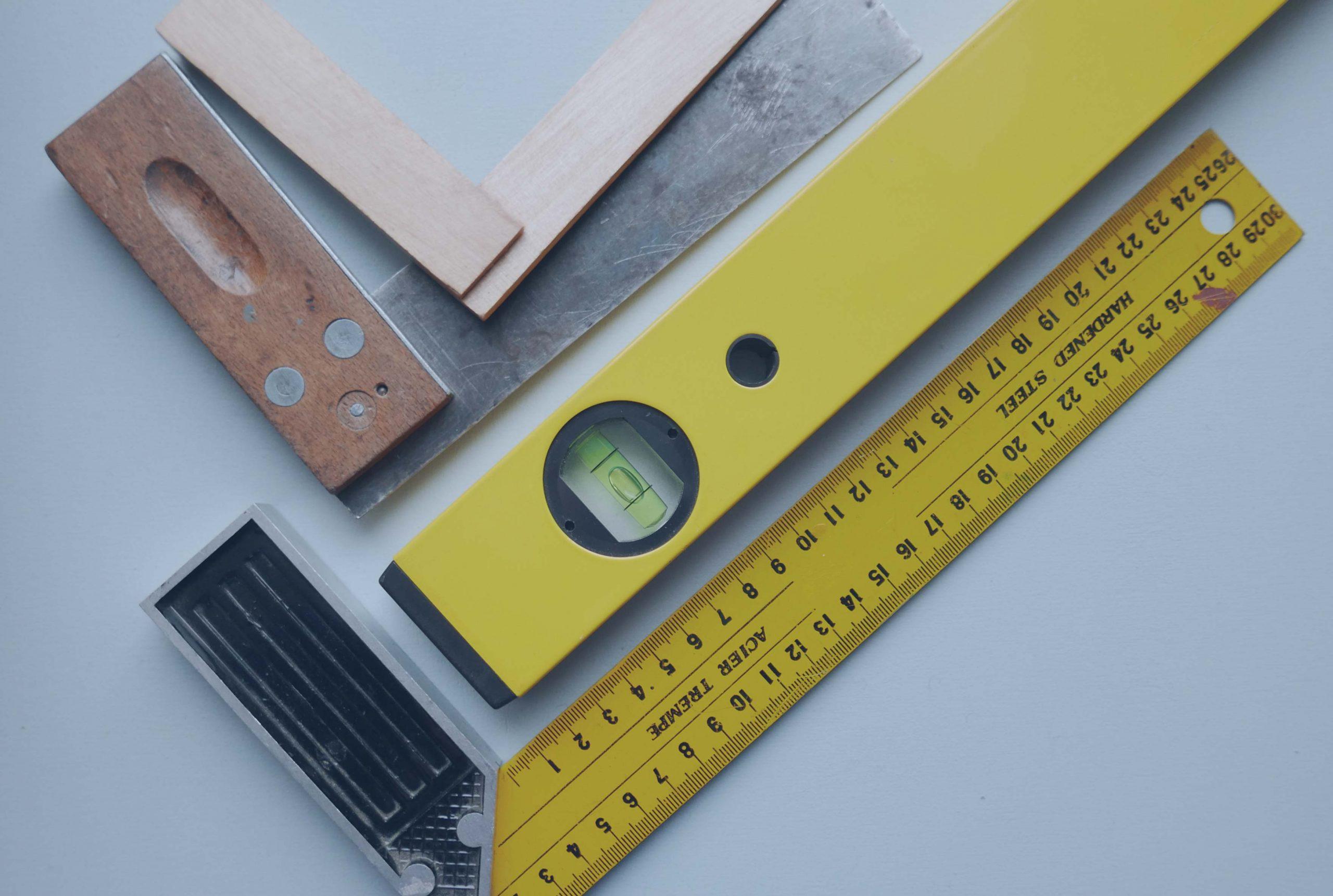 Umbauen und Reparieren Werkzeug Tischlerwinkel und Wasserwaage