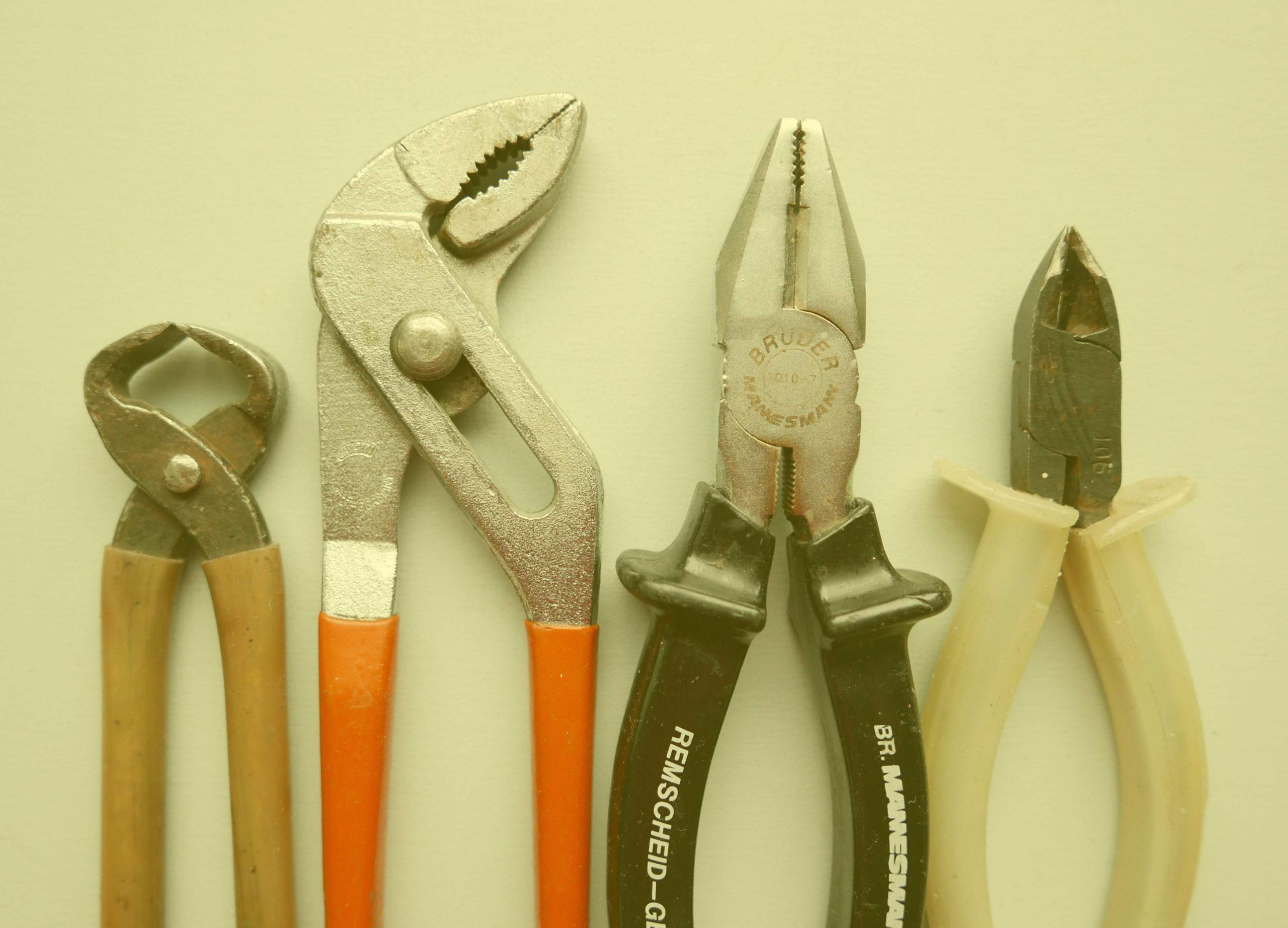 Umbauen und Reparieren Werkzeug, vier verschiedene Zangen