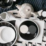 Mischung der Porzellanteile in schwarz und weiss die Kontraste