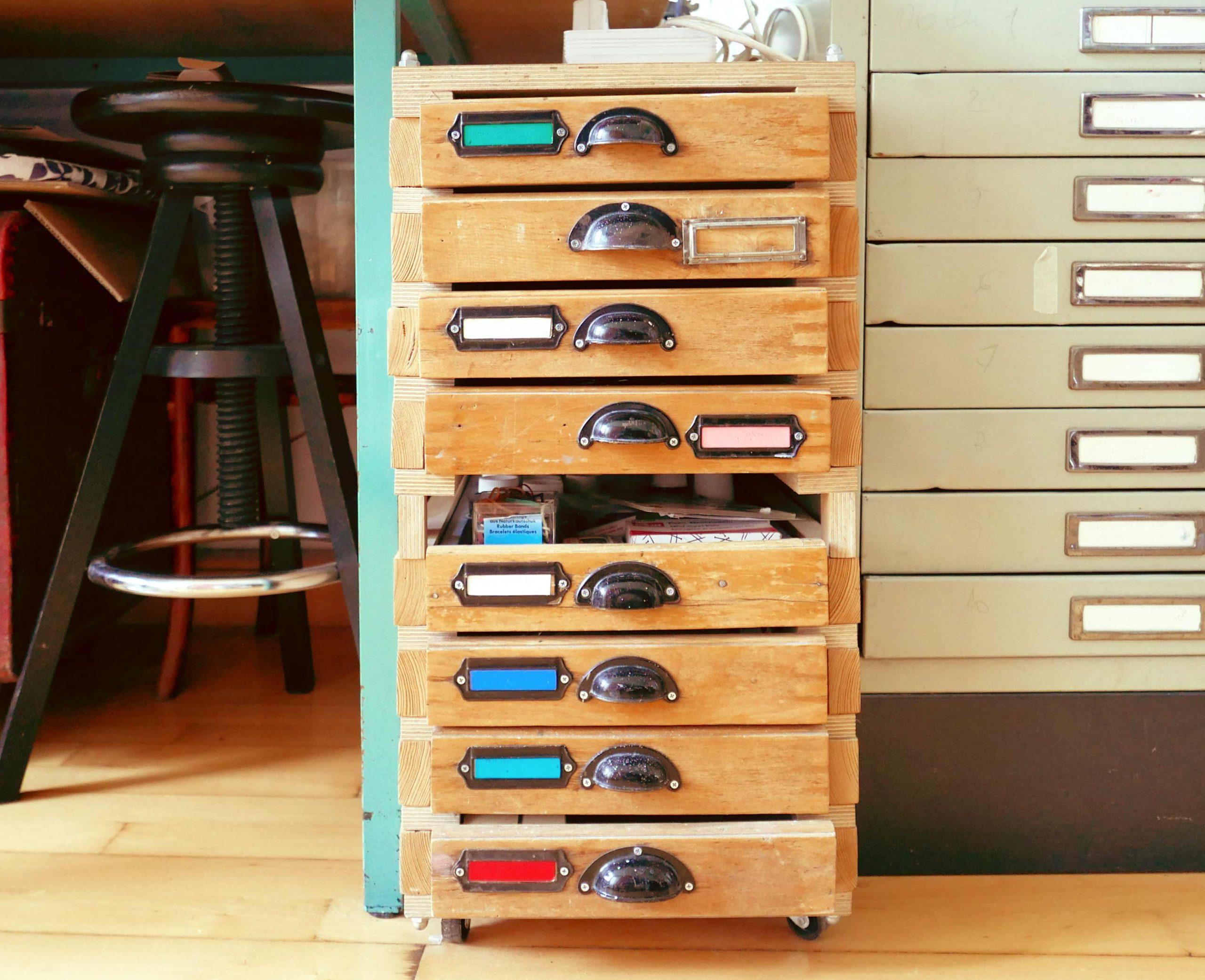 Schubladenschrank selbstgebaut mit Bleisatzschubladen Provisorium das hält und hält und bleibt