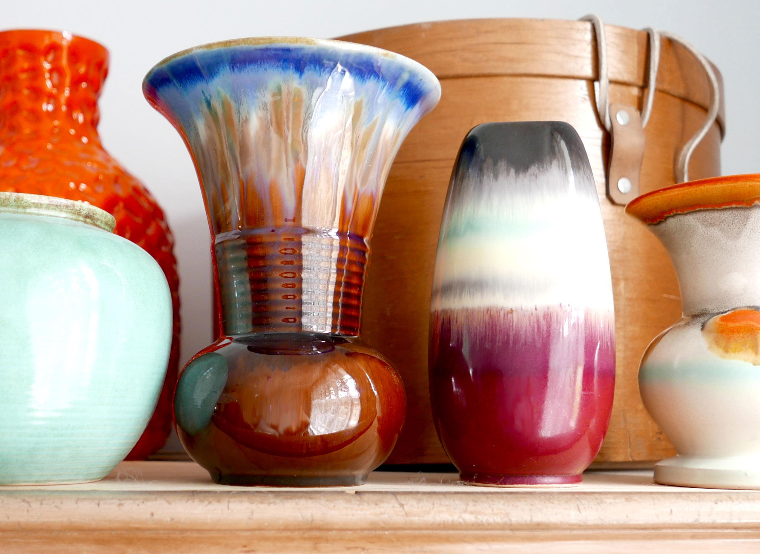 Sammlung der Blumenvasen in verschiedenen Farben Varbverläufe