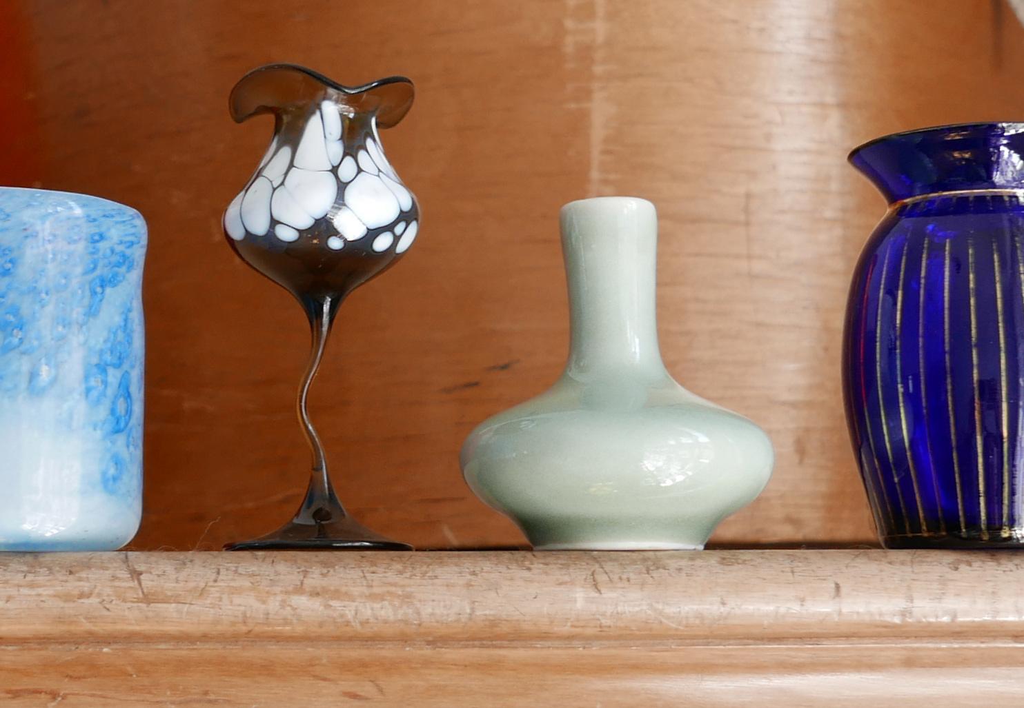 kleine Miniaturen Blumenvasen aus Glas und Keramik