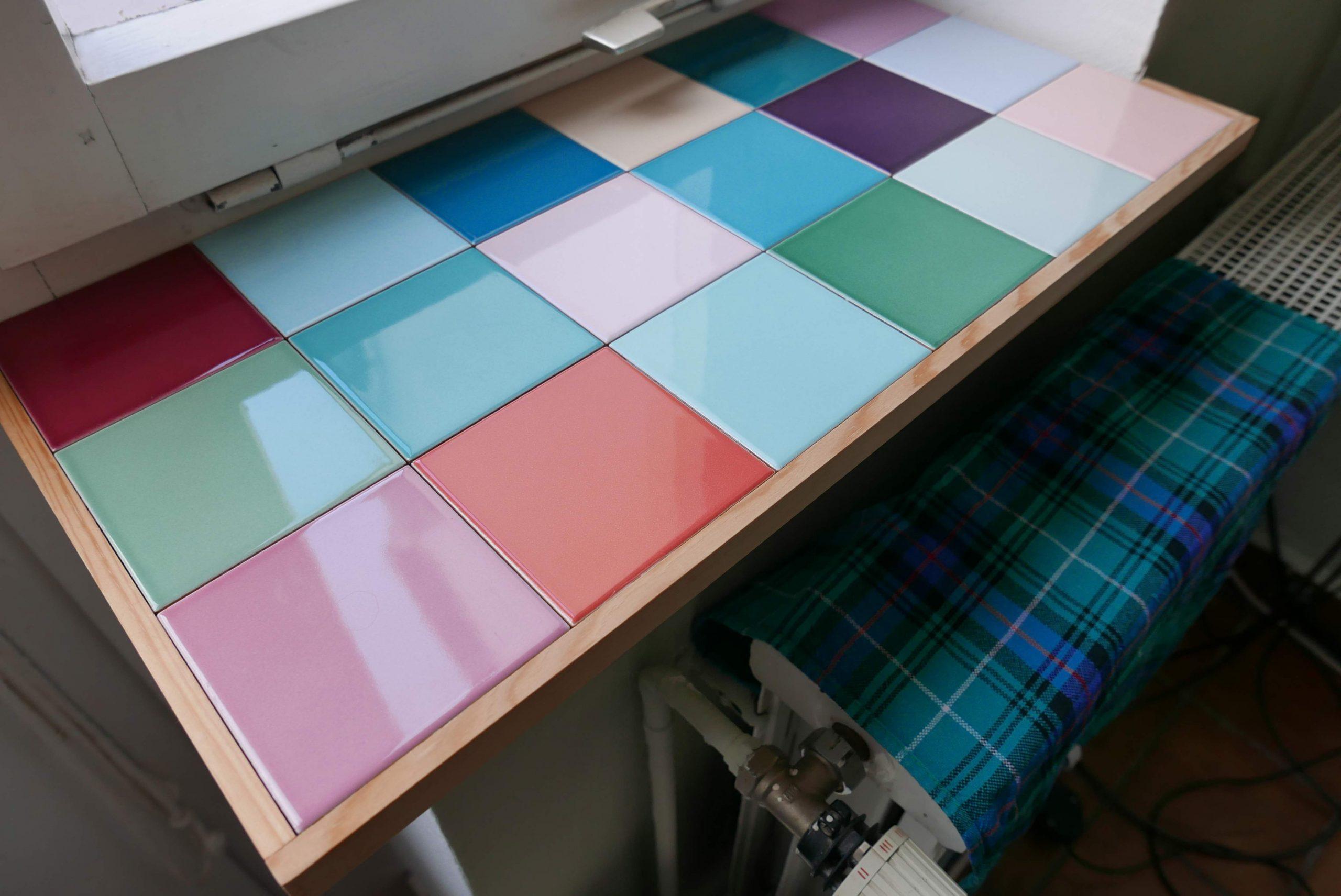 Mehr Platz und Farbe am Fenster: Fensterbankvergrößerung Schrägansicht