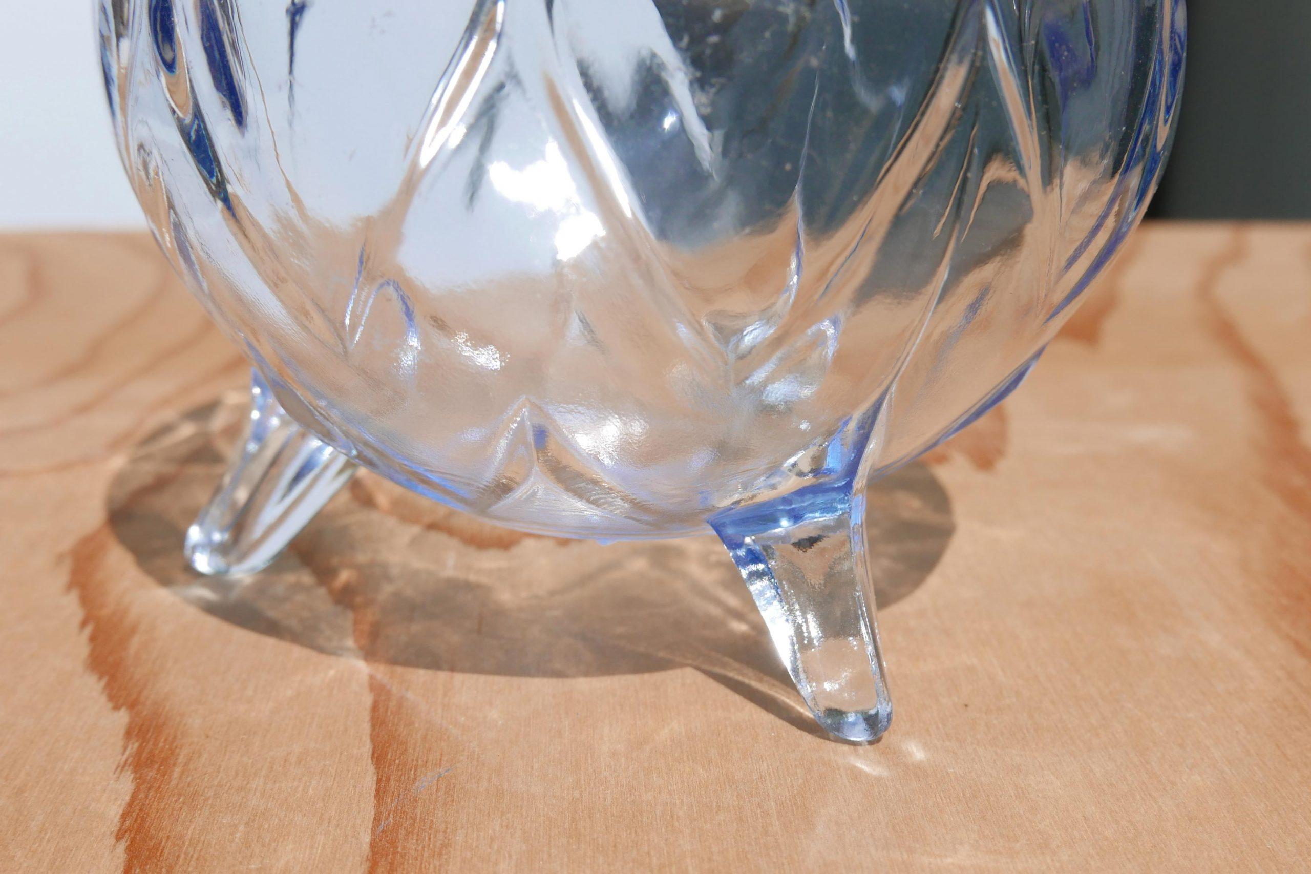 Kleine blaue Glasschale mit Füßen