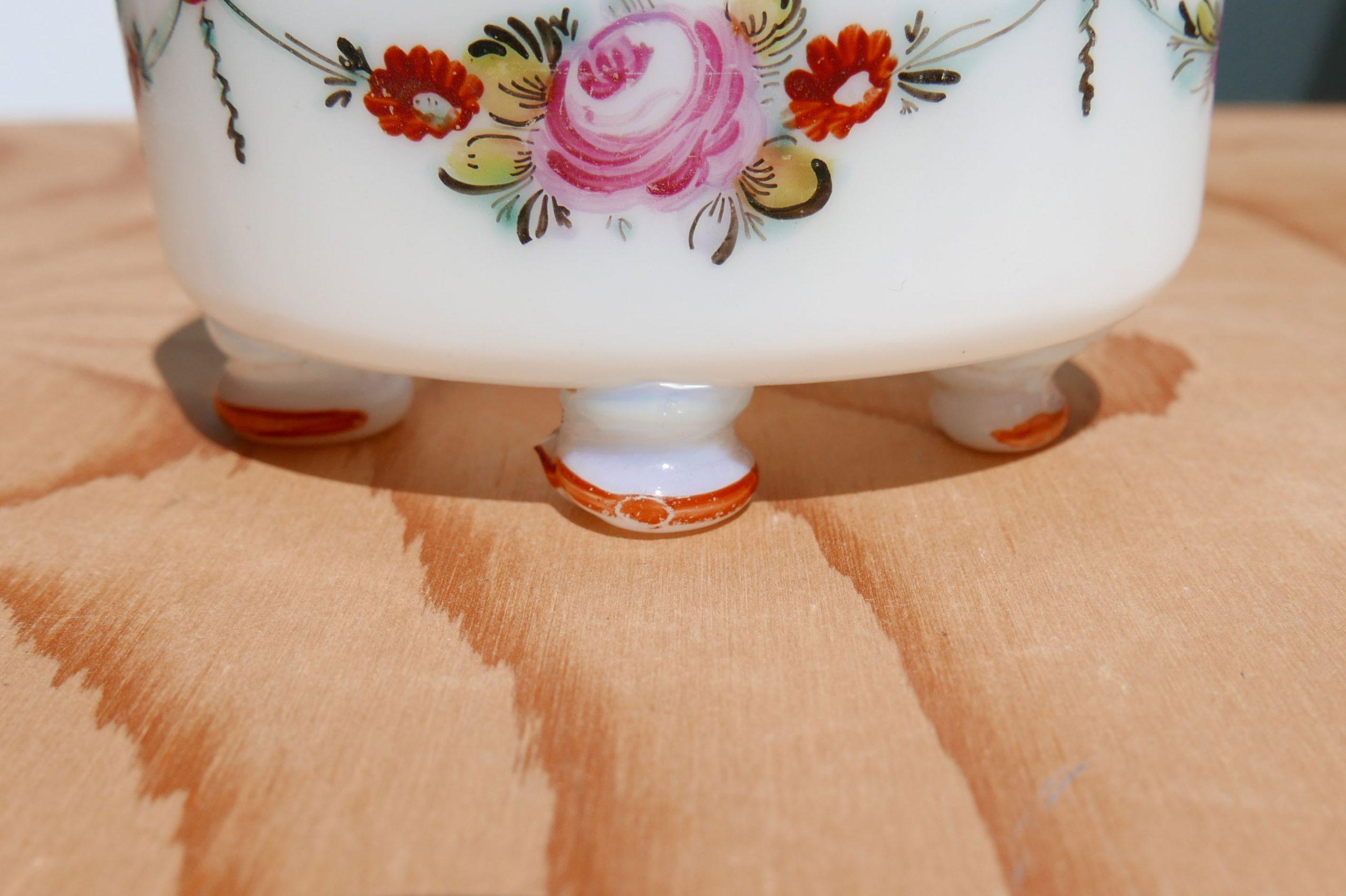 kleine ovale Glasschale mot Füßchen und Blumendekor, handgemalt