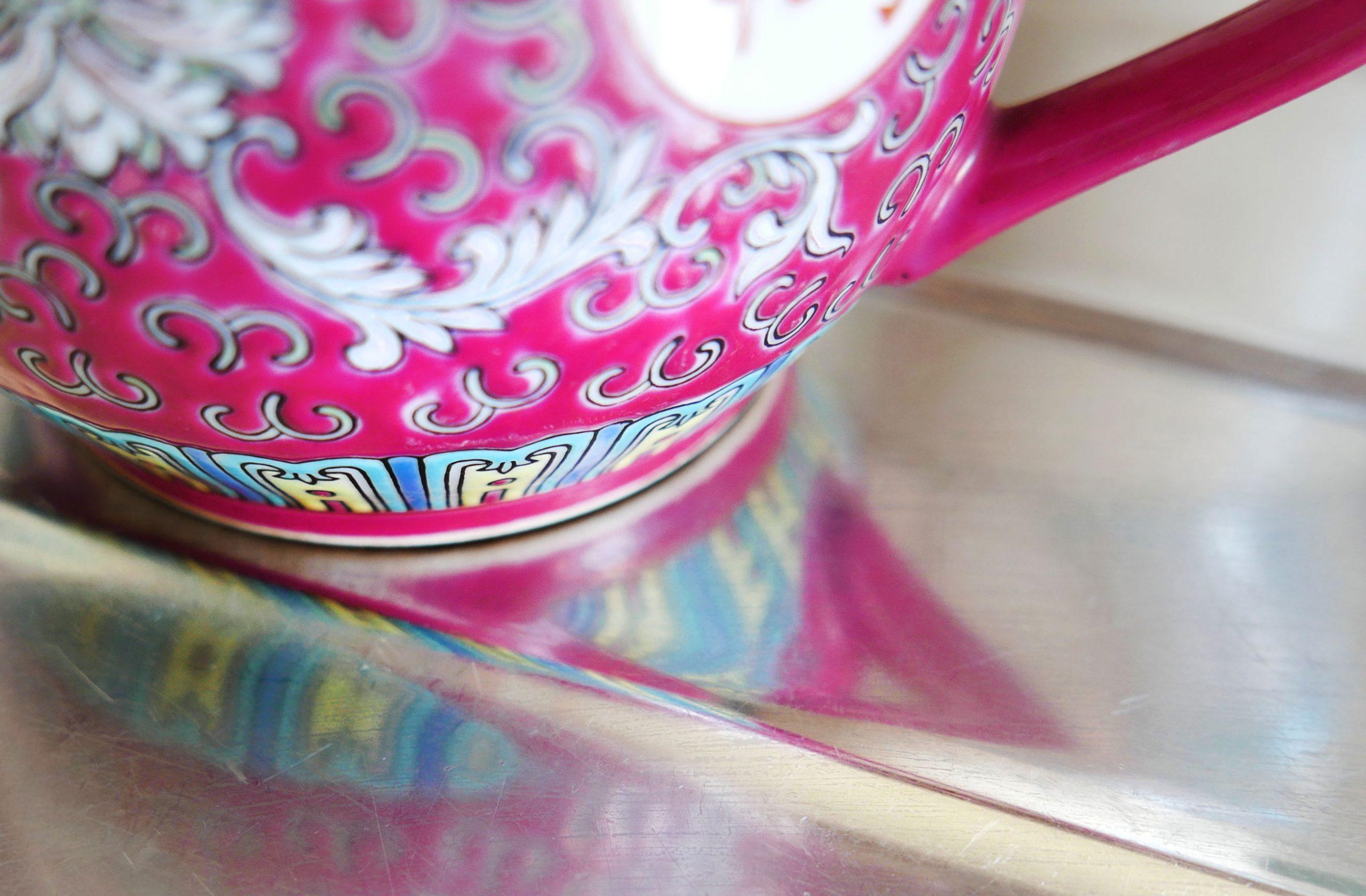 Slow Design Reflexionen Spiegelung einer chinesischen Teekanne