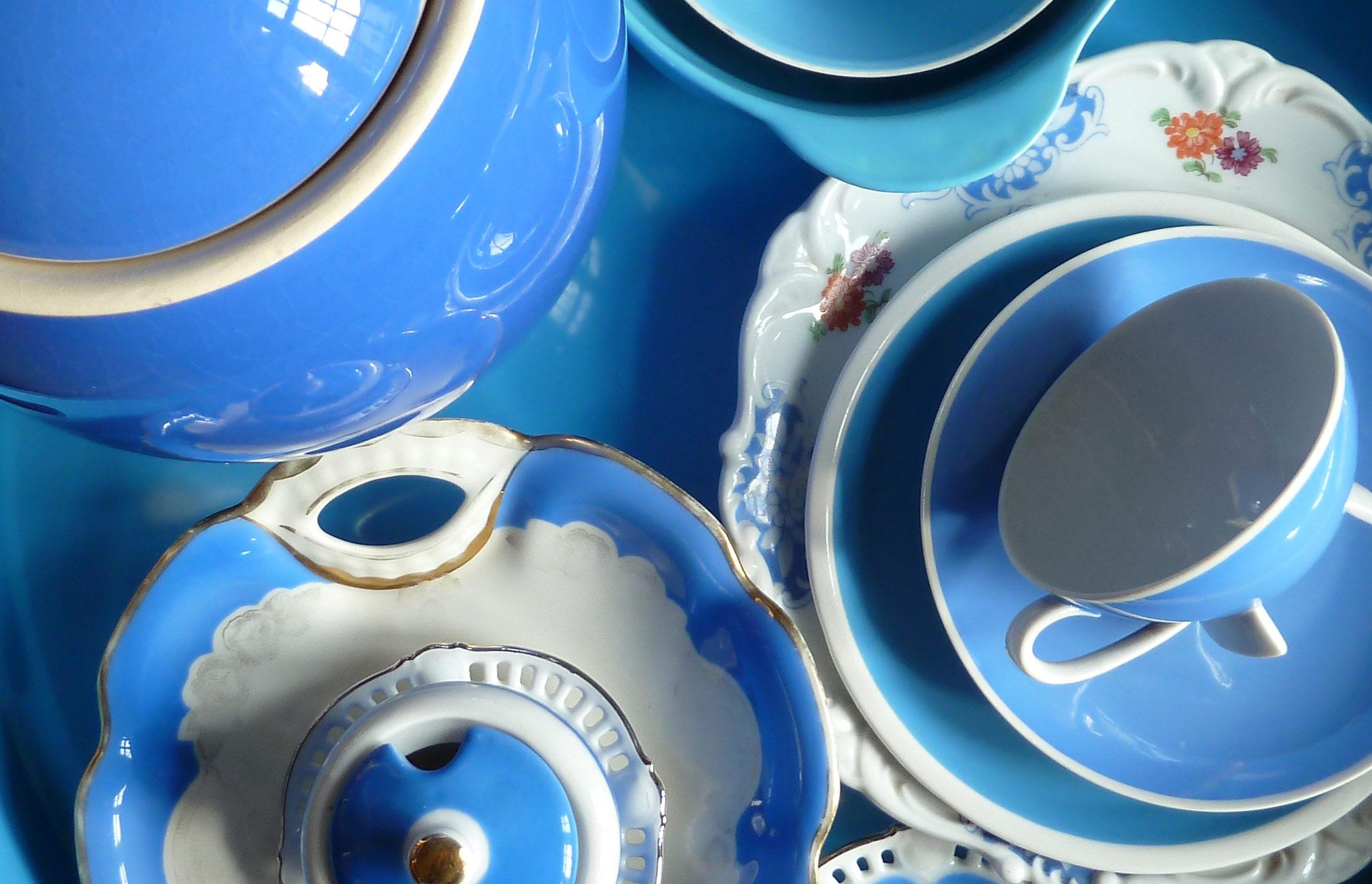 Himmelblau zum Eintauchen Komposition Styling aus Porzellan