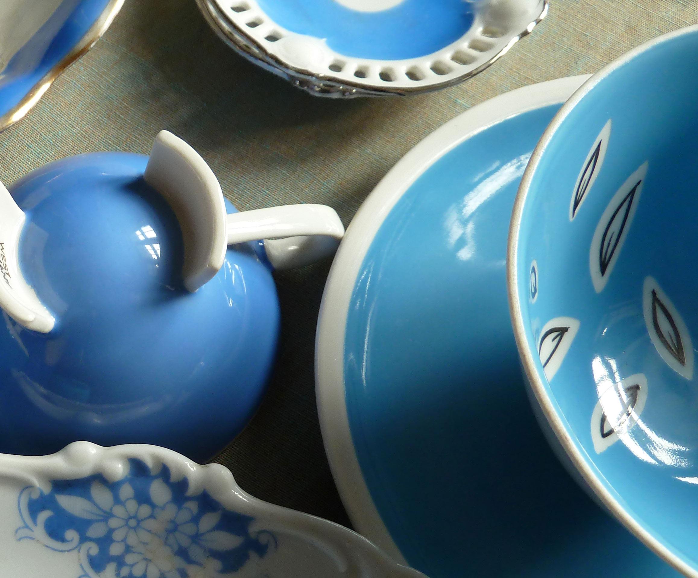 Details der himmelblauen Porzellanteile