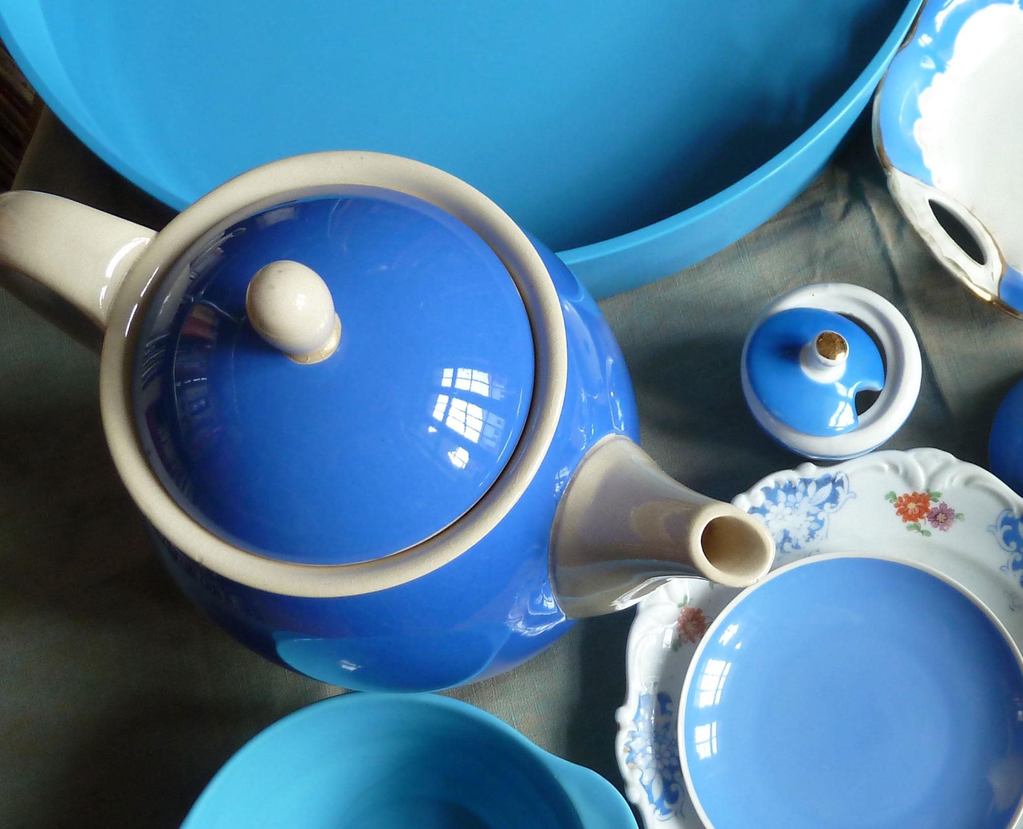 Styling Foto Himmelblaue Porzellanteile