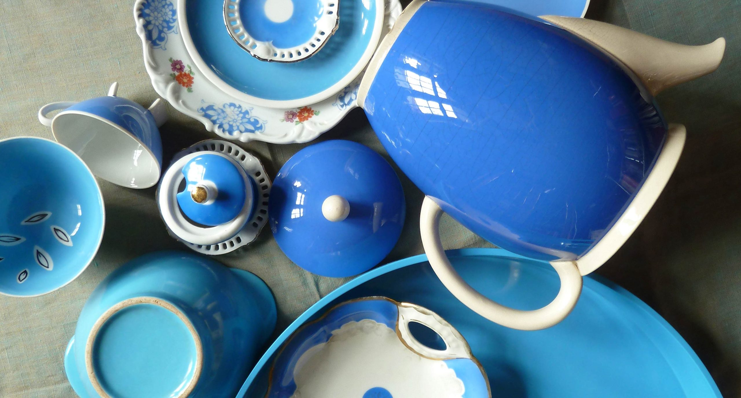 Himmelblau Stimmung Stylingfotografie Porzellan
